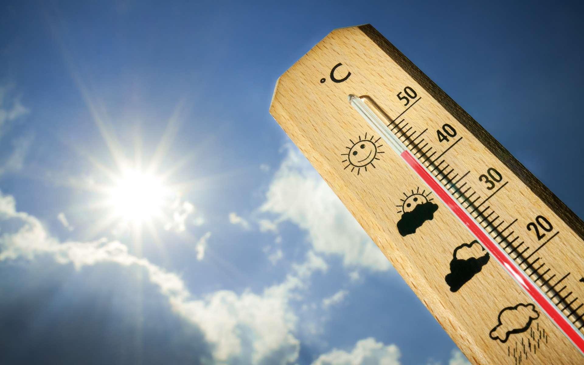 Pendant les pics de température, le climatiseur mobile peut représenter une solution pour rafraîchir une pièce de votre maison. © alexlmx, Fotolia