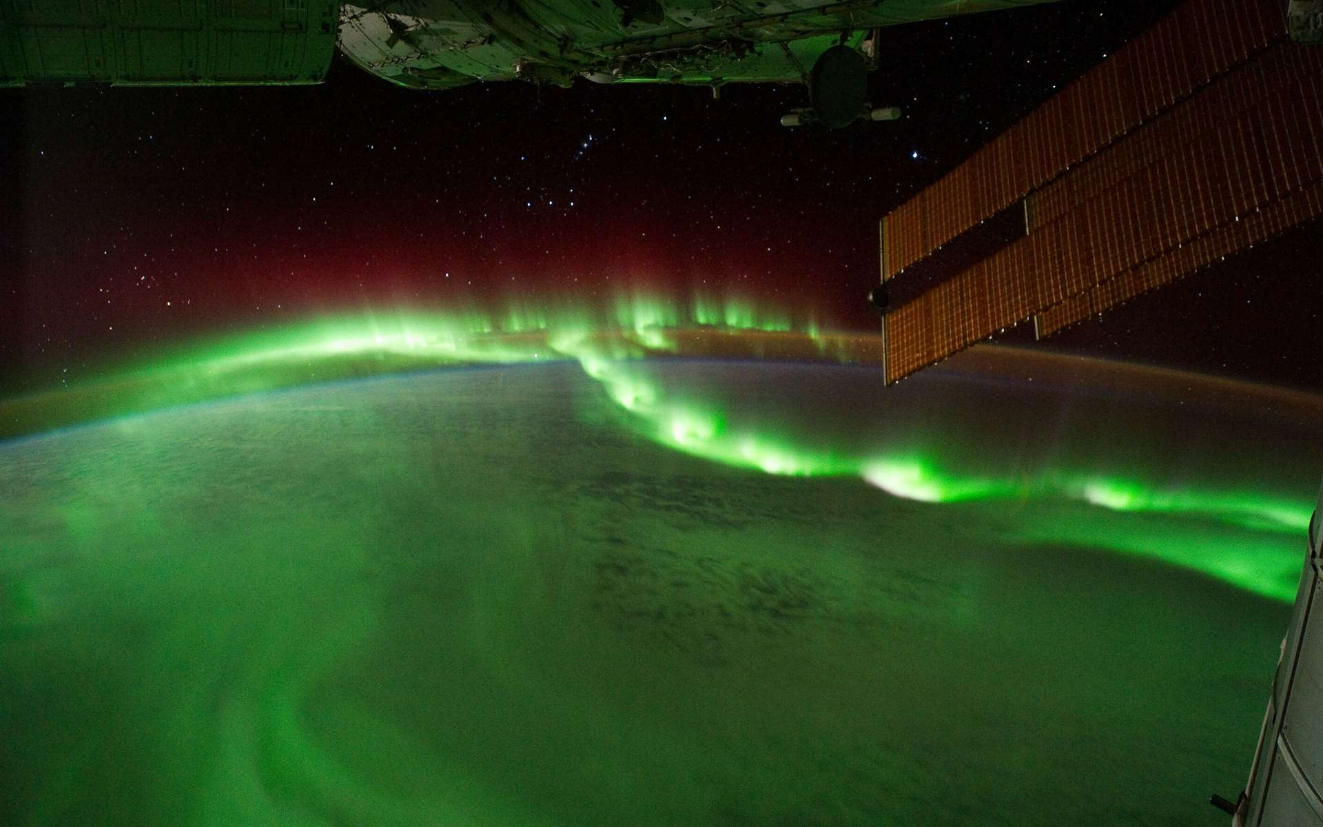 Perles aurorales vues de la Station spatiale internationale, le 17 septembre 2011. © Nasa