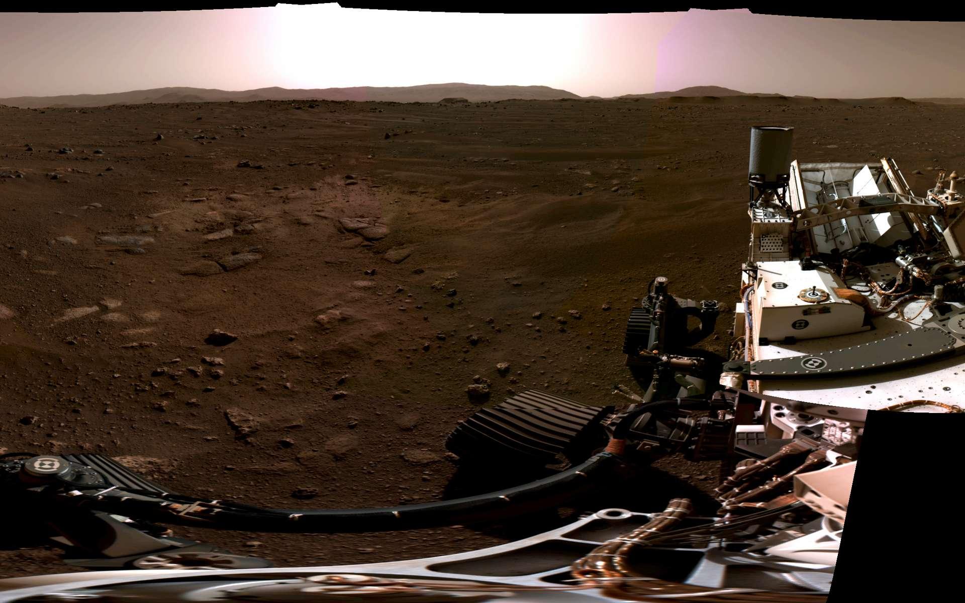 Panorama du site d'atterrissage de Perseverance le 20 février 2021. Ce panorama a été réalisé à partir d'images acquises par les caméras de navigation du rover. Six images ont été nécessaires pour le créer. © Nasa, JPL