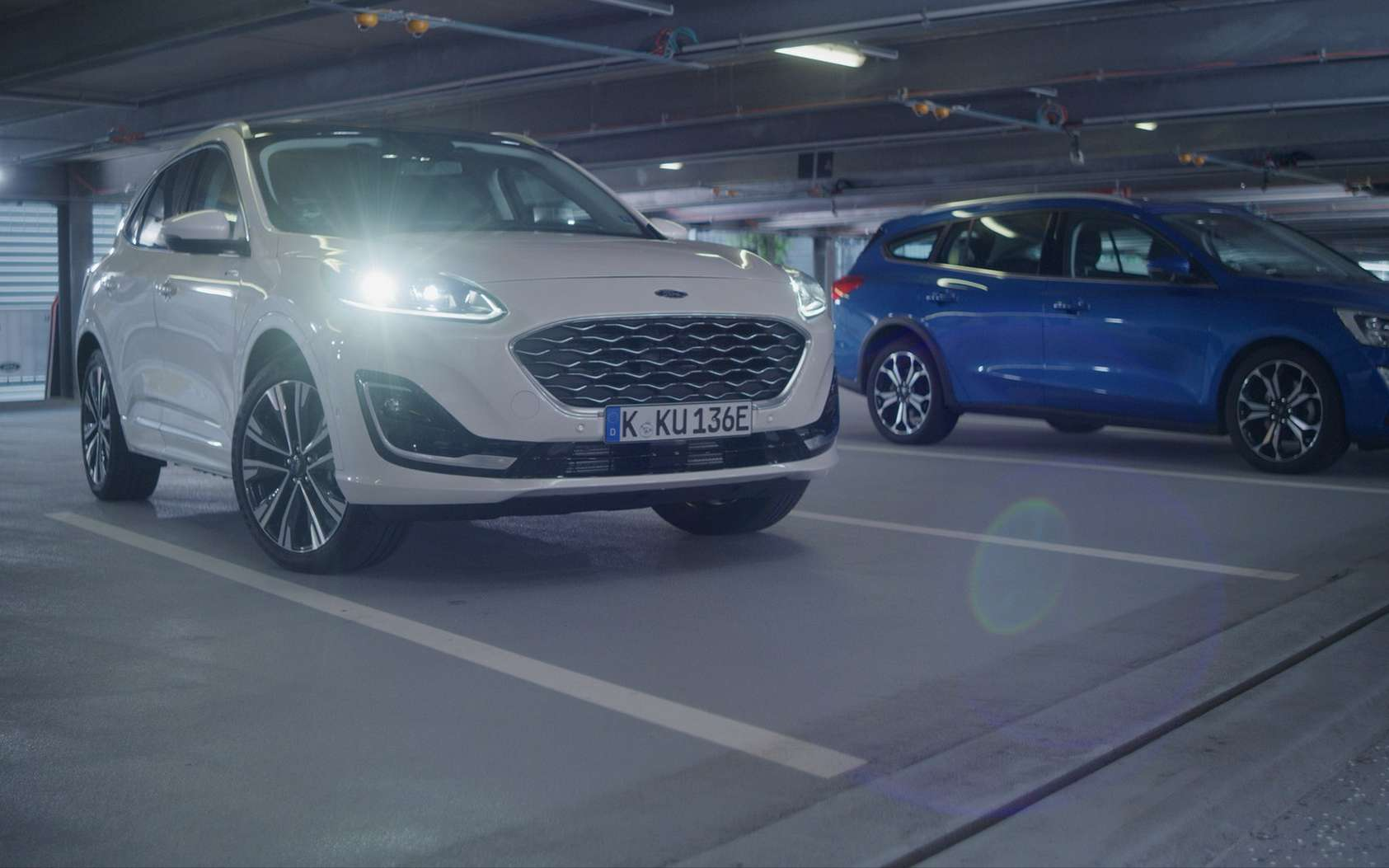 Le voiturier automatisé conçu par Ford s'appuie sur un dispositif de conduite autonome et un réseau de capteurs disséminés dans les bâtiments qui communiquent avec le véhicule. © Ford