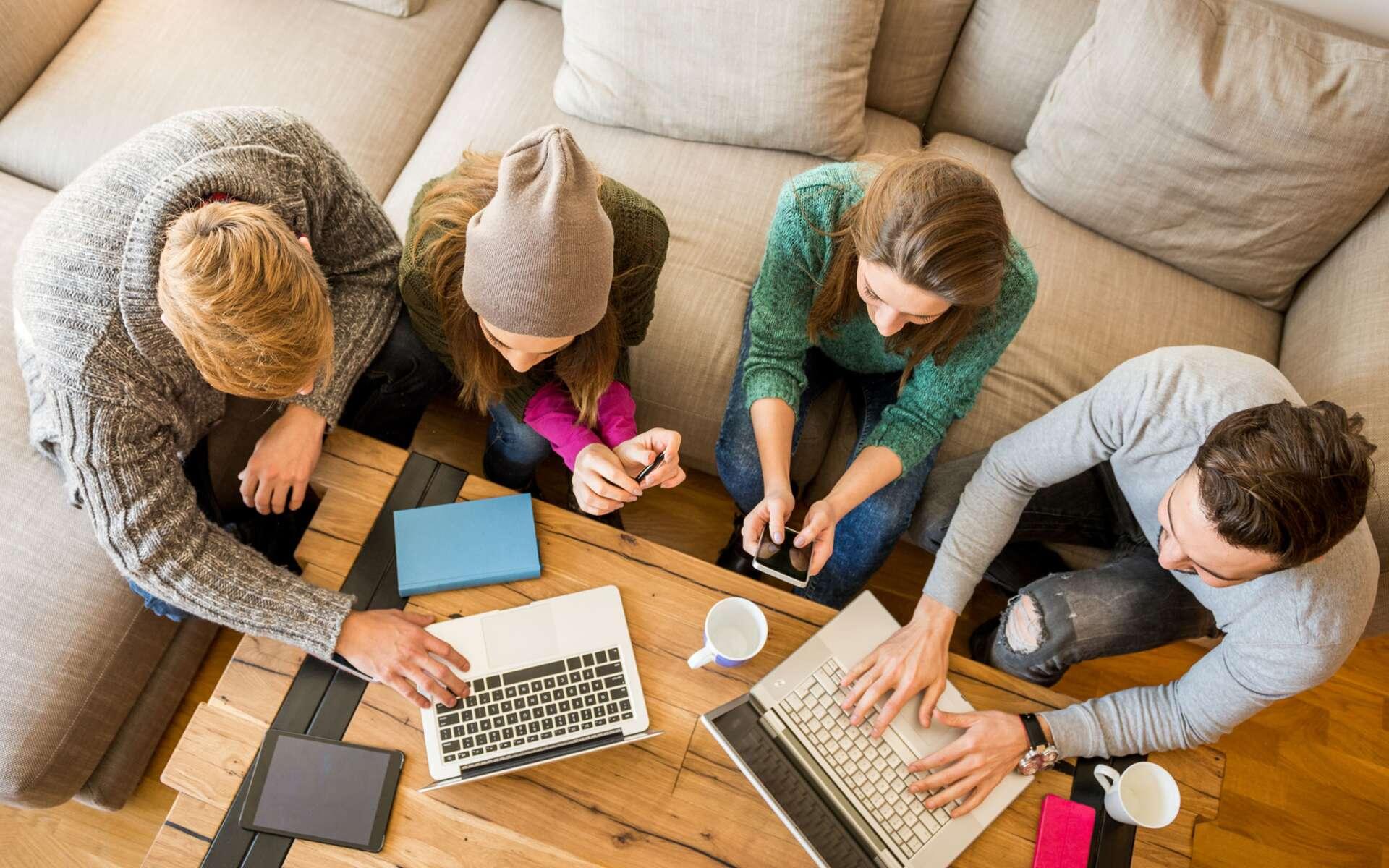 L'entrée dans la vie active ou faire des études longues favorisent la prise de poids. © Extreme-Photographer, IStock.com