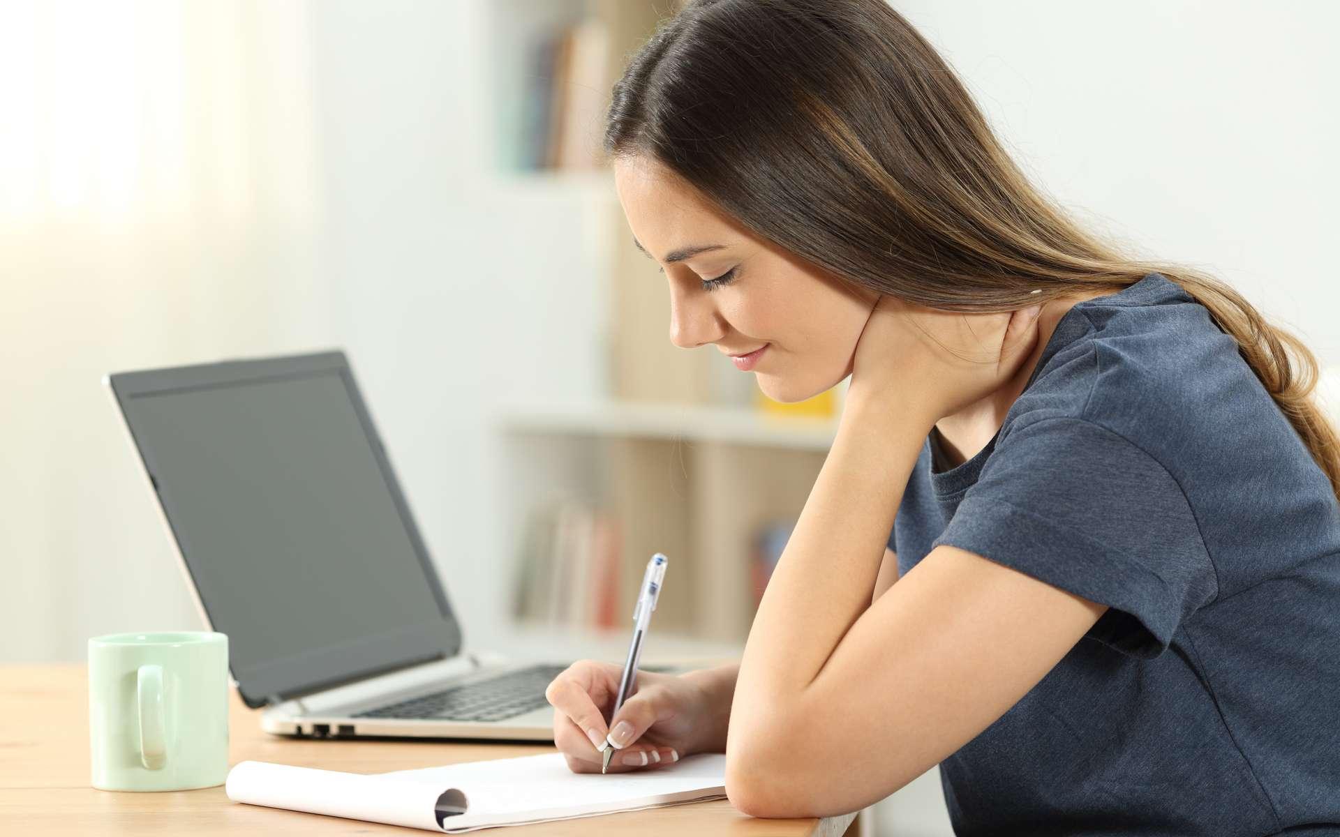 Les points clés pour bien rédiger une lettre de motivation et décrocher un job étudiant. © Antonioguillem, Adobe Stock