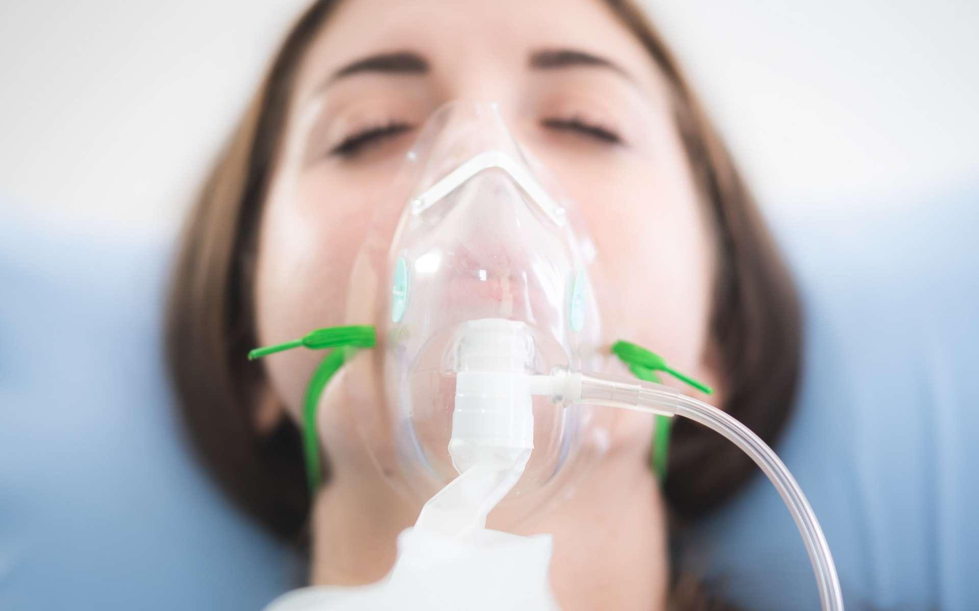 L'oxygénothérapie est un soin par apport d'oxygène. © Chokniti, Adobe Stock