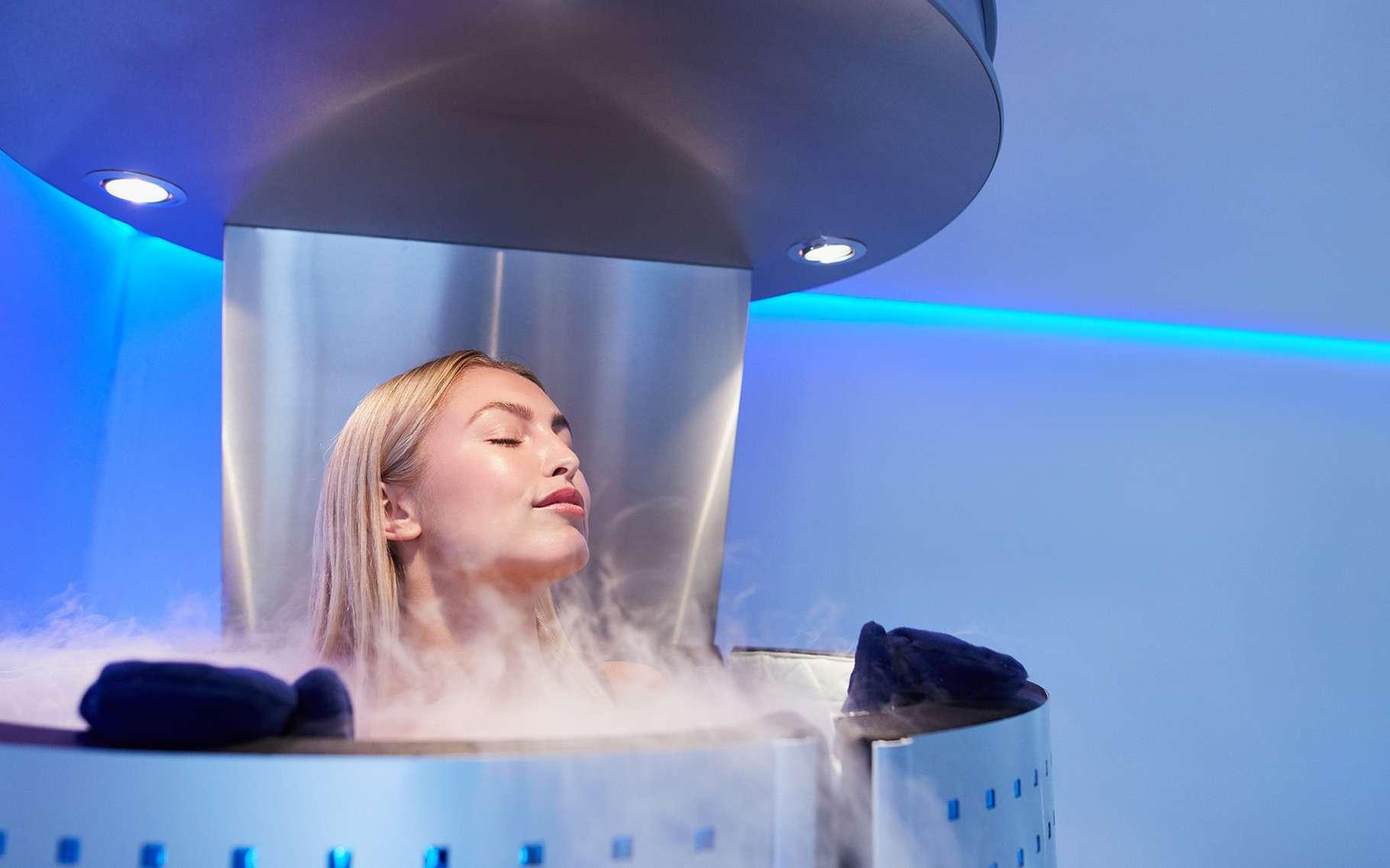La cryogénisation propose de plonger des êtres vivants – ou plutôt juste après leur mort – dans un bain d'azote liquide en vue de pouvoir les ressusciter par la suite. © Jacob Lund, Shutterstock