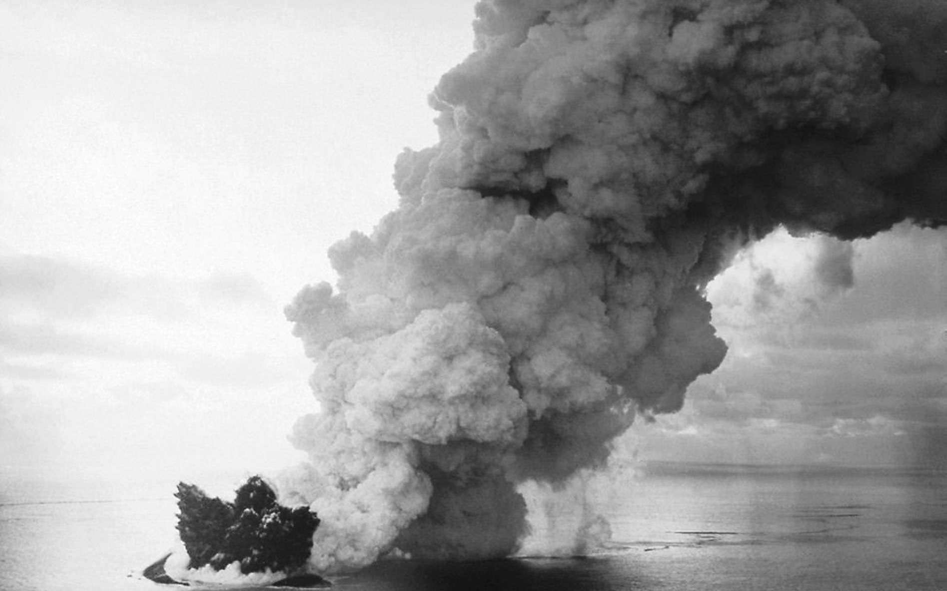 Qu'est-ce qu'une éruption surtseyenne ? Ici, éruption de Surtsey. © Wikipédia, DP