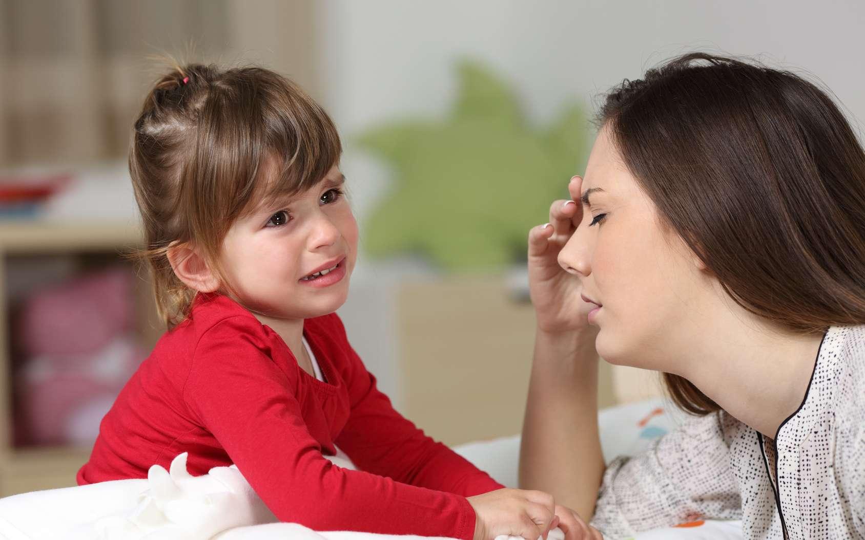 Un enfant de 2 ans peut se sentir stressé si l'un de ses parents n'est pas assez présent. Si certaines plantes ont des vertus apaisantes, il faut surtout identifier l'origine du mal-être. © Antonioguillem, fotolia