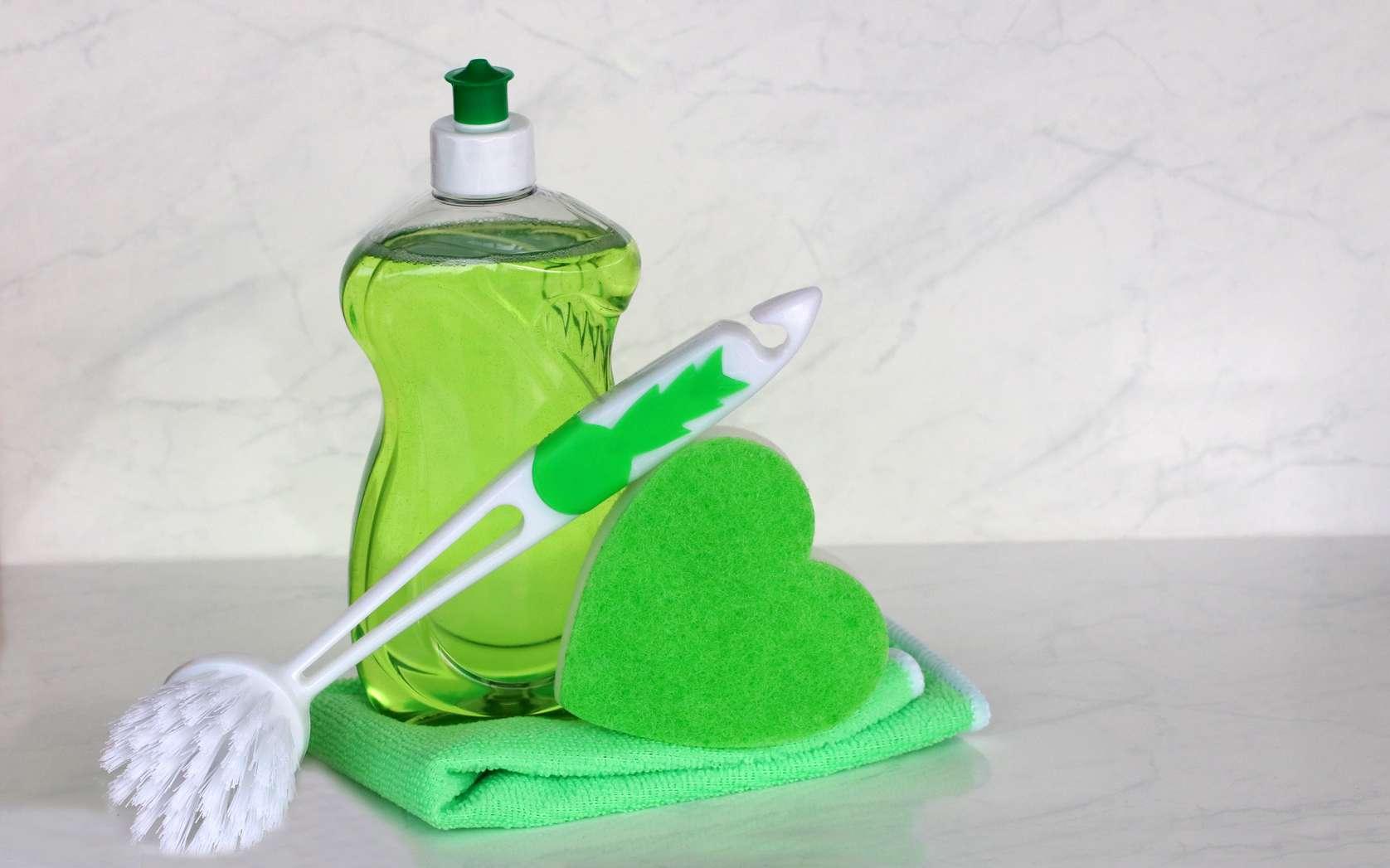 Faire un produit vaisselle maison peut être à la fois écologique et économique. © racamani, Fotolia
