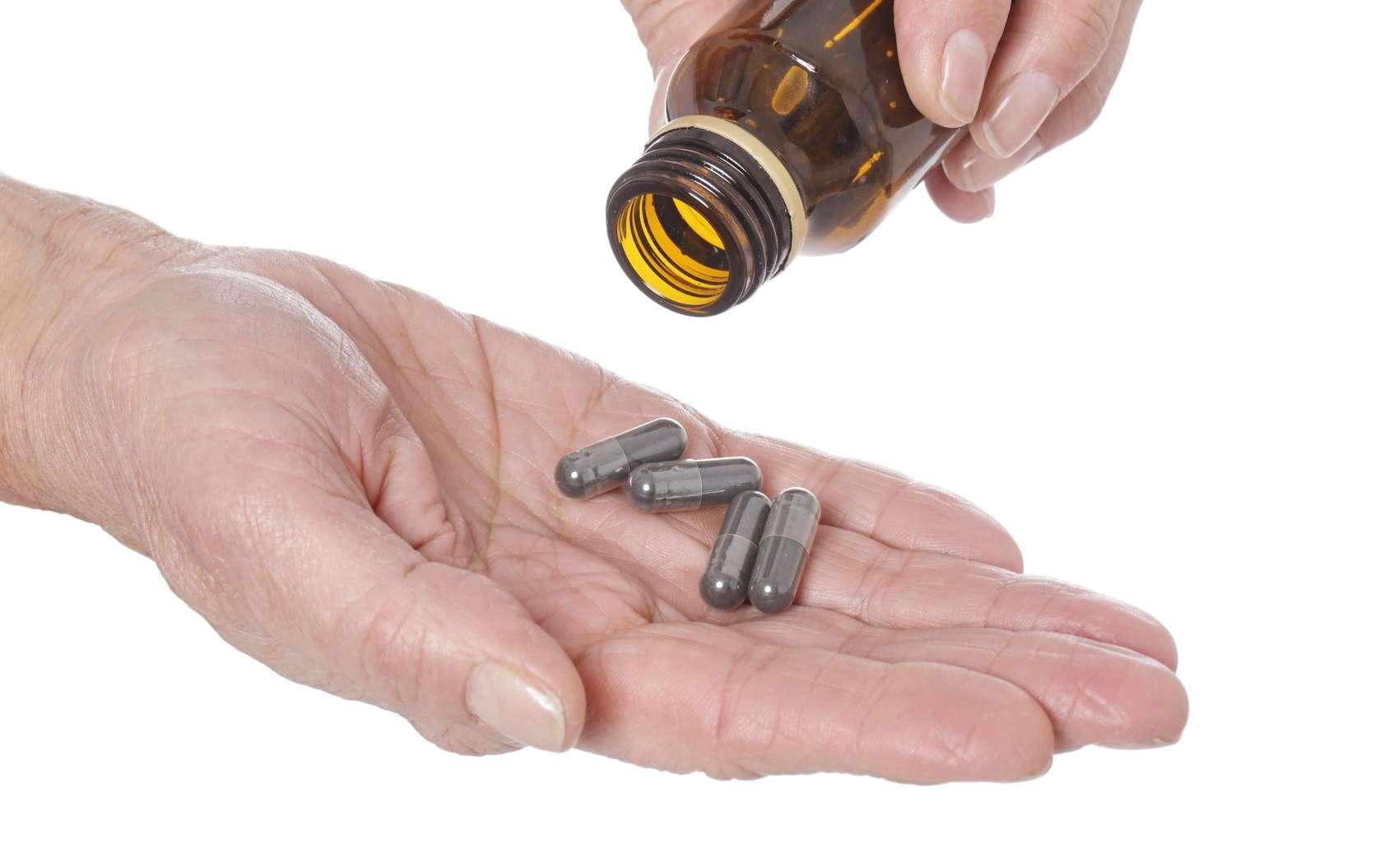 Une méta-analyse canadienne conclut que prendre des compléments alimentaires pour booster sa santé est aussi inoffensif qu'inutile. © mariesacha, Fotolia