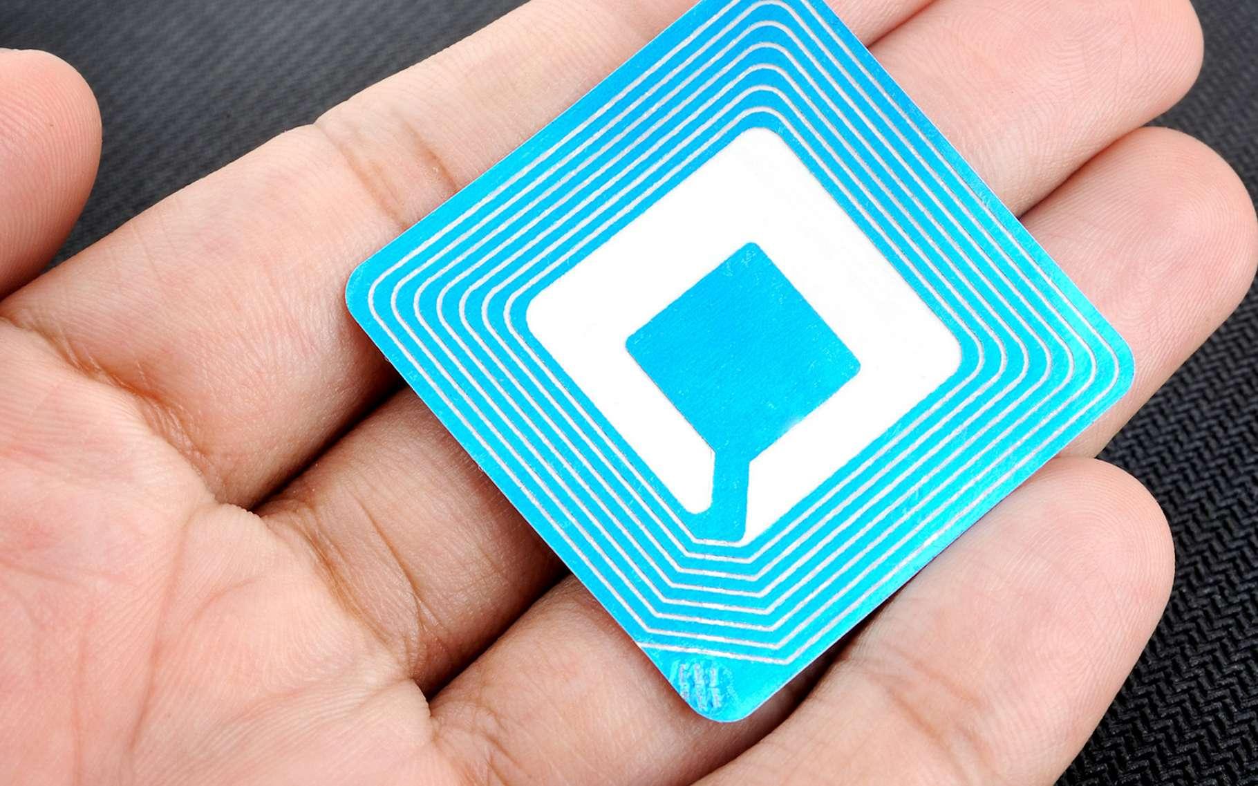 La RFID permet de stocker des données et de les récupérer ensuite, le tout pouvant se faire à distance. © NorGal, Fotolia