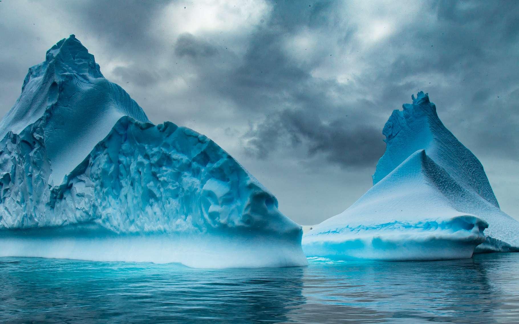 Pour la première fois, des chercheurs montrent que les changements qui surviennent au niveau de la calotte glaciaire de l'Arctique impactent directement la calotte glaciaire de l'Antarctique. © Stanislav, Adobe Stock