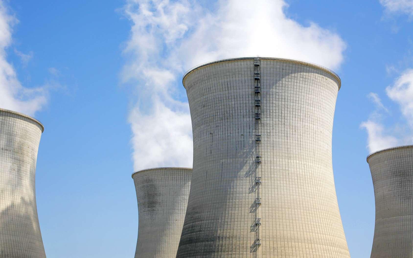 Les centrales nucléaires françaises actuelles (ici celle de Bugey 2) sont de type à eau pressurisée. La filière EPR est une amélioration pour la sécurité et pour la puissance. © Jean-Paul Comparin, Fotolia