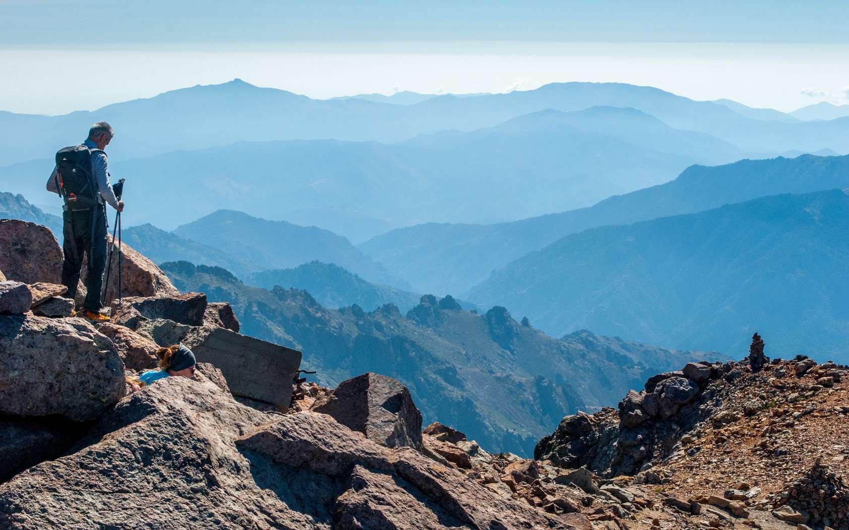 Quelles sont les plus belles randonnées de Corse ? Ici, un paysage corse vu depuis le mont Cinto. © Tom, Fotolia