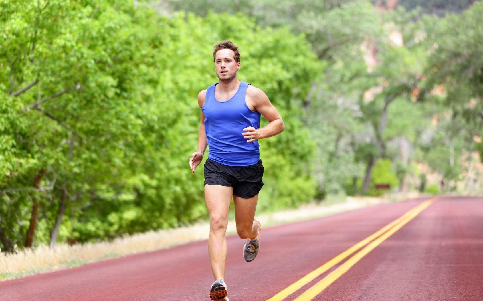 L'entraînement par intervalle (HIIT) consiste à alterner de courtes séquences d'exercice intense aérobie (sprint…) et des exercices plus modérés. © Maridav, Fotolia