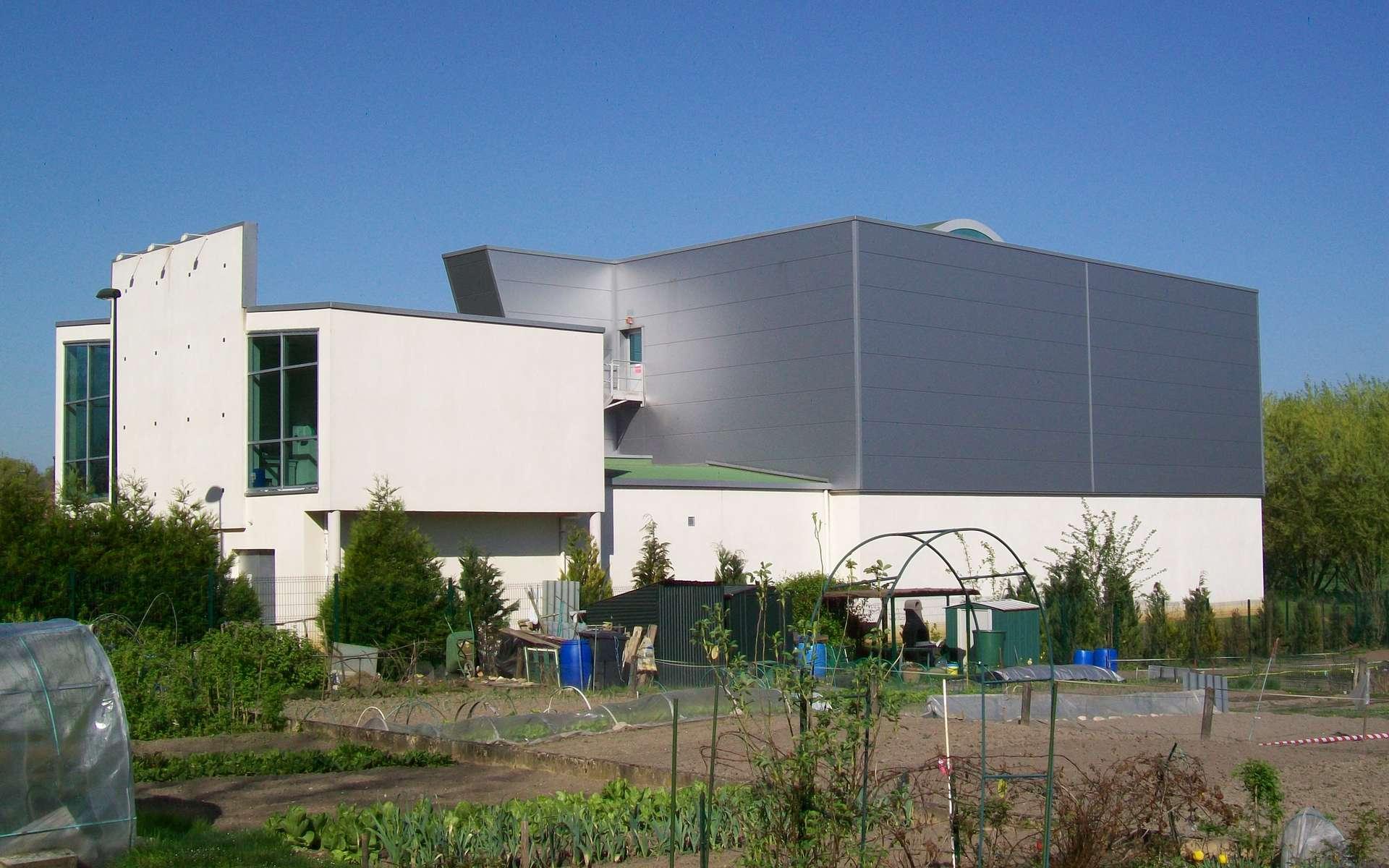 L'assainissement collectif consiste à recueillir les eaux usées dans les égouts, puis à les traiter dans une station d'épuration comme celle située à Senlis. © P.poschadel, CC BY-SA 2.0, Wikimedia Commons