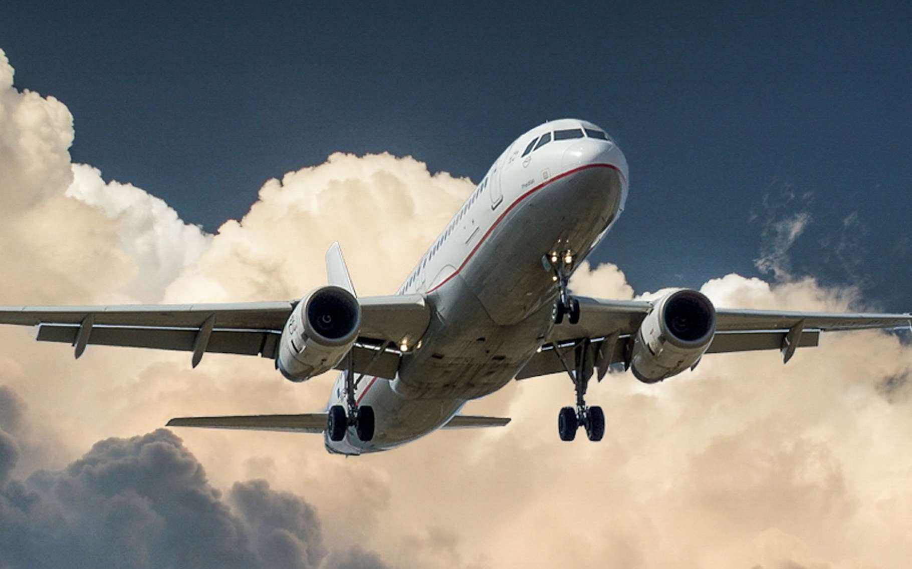 La force de traînée, comme celle que subissent les avions, correspond à une force qui s'oppose au mouvement d'un corps dans un fluide, liquide ou gazeux. © gustavmelin0, Pixabay, CC0 Creative Commons