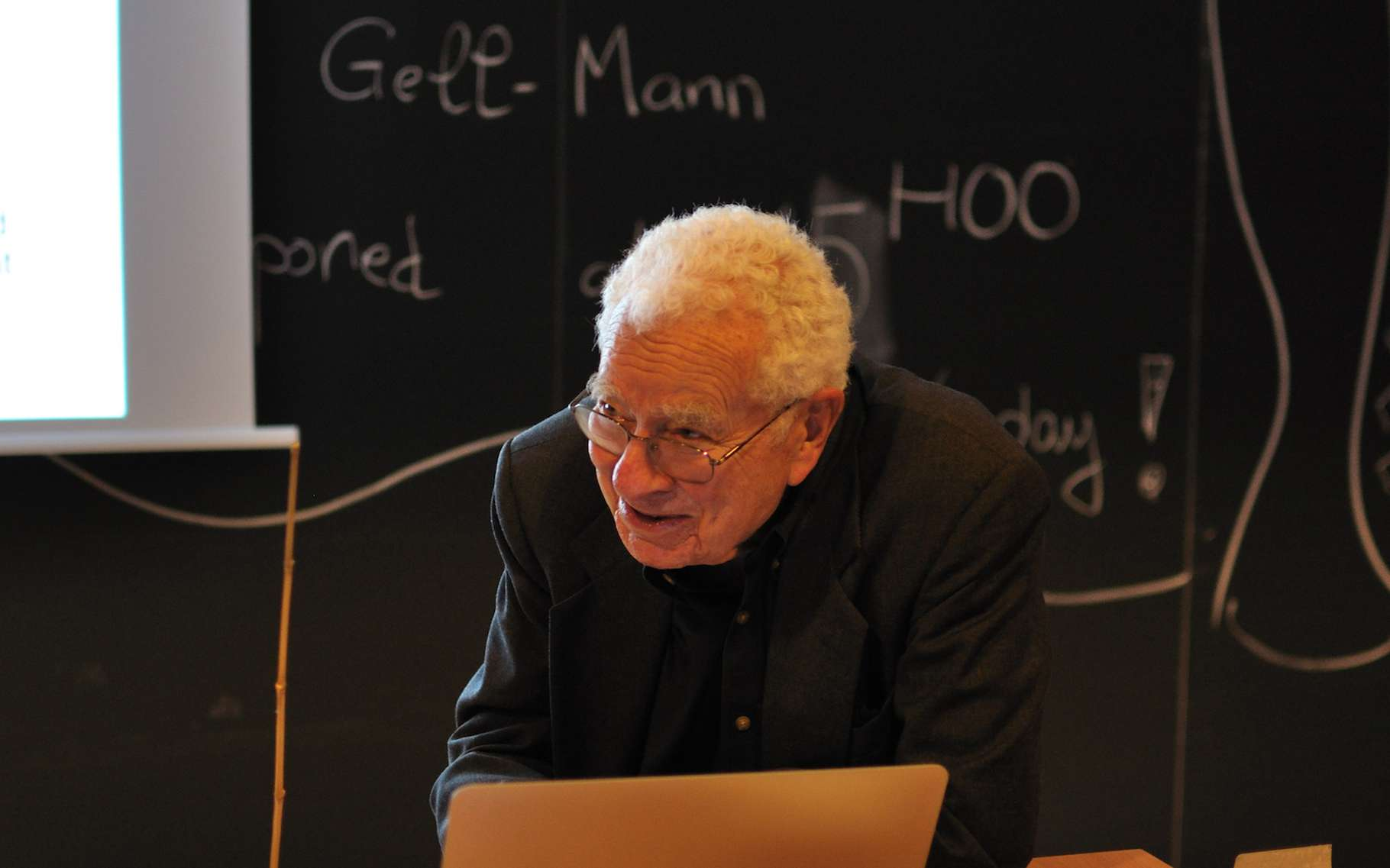 Murray Gell-Mann, physicien américain, récompensé en 1969 par un prix Nobel de physique pour ses travaux sur la théorie des particules élémentaires, est décédé ce vendredi 24 mai 2019. © Melirius, Wikipedia, CC by-SA 3.0