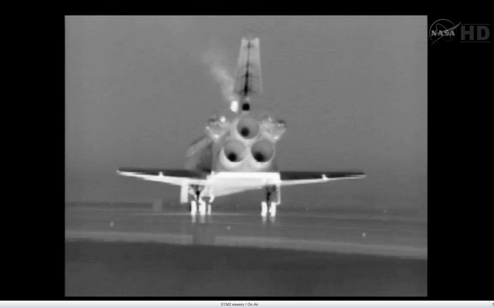 Atlantis sur la piste 15 du Centre spatial Kennedy, 21 juillet 2011, 9 h 57 TU. © Nasa TV
