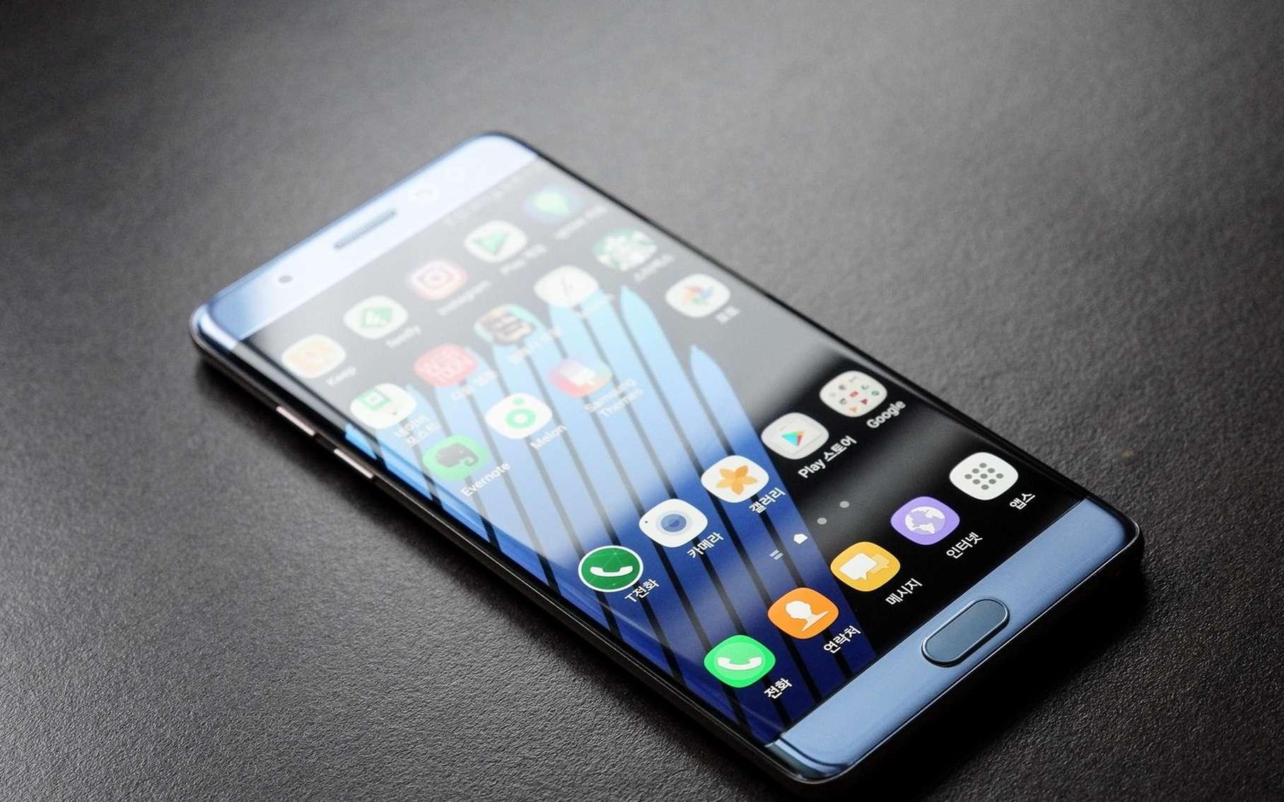 Encensé par la critique lors de sa sortie, le Galaxy Note 7 de Samsung était promis à un beau succès commercial. C'était sans compter un défaut de conception majeur, fruit de la surenchère technologique à laquelle se livrent les fabricants de smartphones. © Aaron Yoo, Flickr, CC BY-ND 2.0