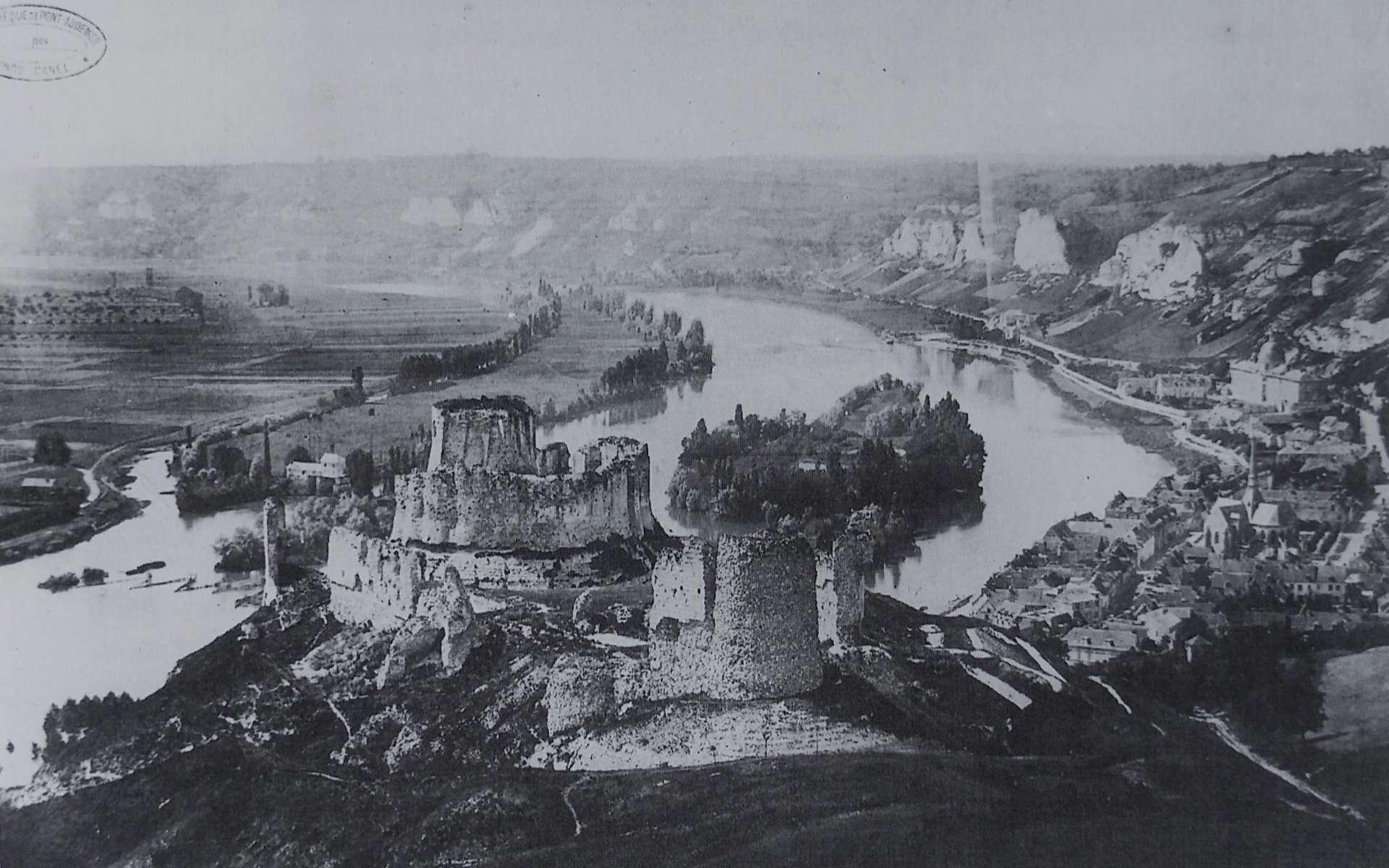 Château Gaillard 1896 - Reproduction en héliogravure par Paul Dujardin, 1896. © Photographie d'Émile-André Letellier, Wikipedia Commons, domaine public