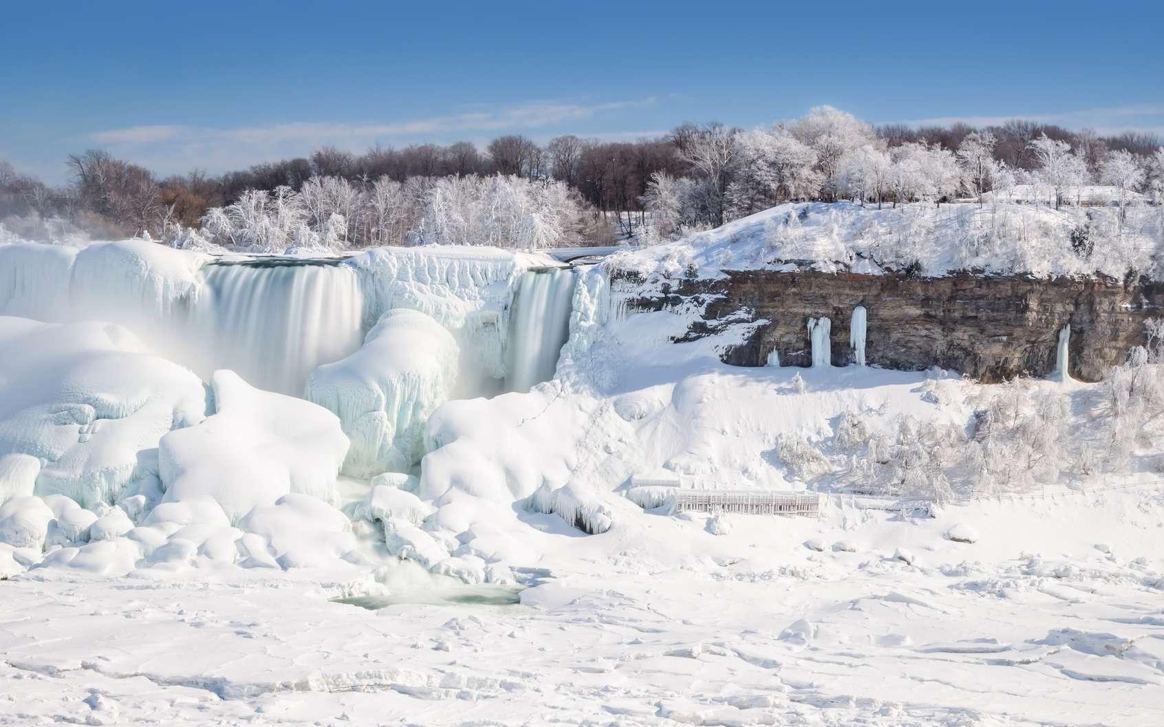 Les chutes du Niagara pétrifiées par le froid polaire tombé sur l'est de l'Amérique du Nord. © Andy, fotolia