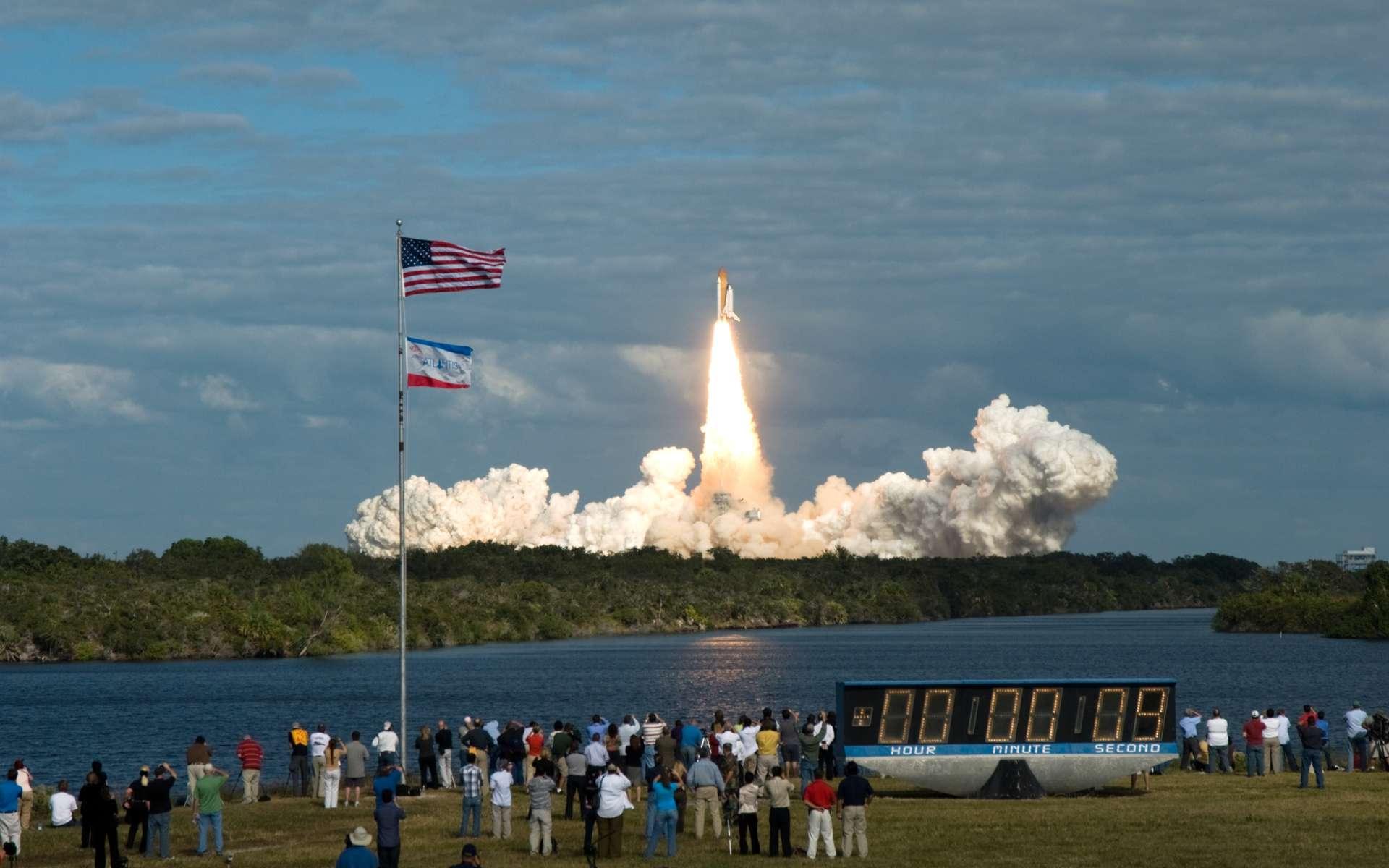 Atlantis décolle du pas de tir Pad 39A au Centre spatial Kennedy en Floride, le 16 novembre 2009 à 19 h 28 TU (temps universel), pour la mission STS-129. © Jim Grossman