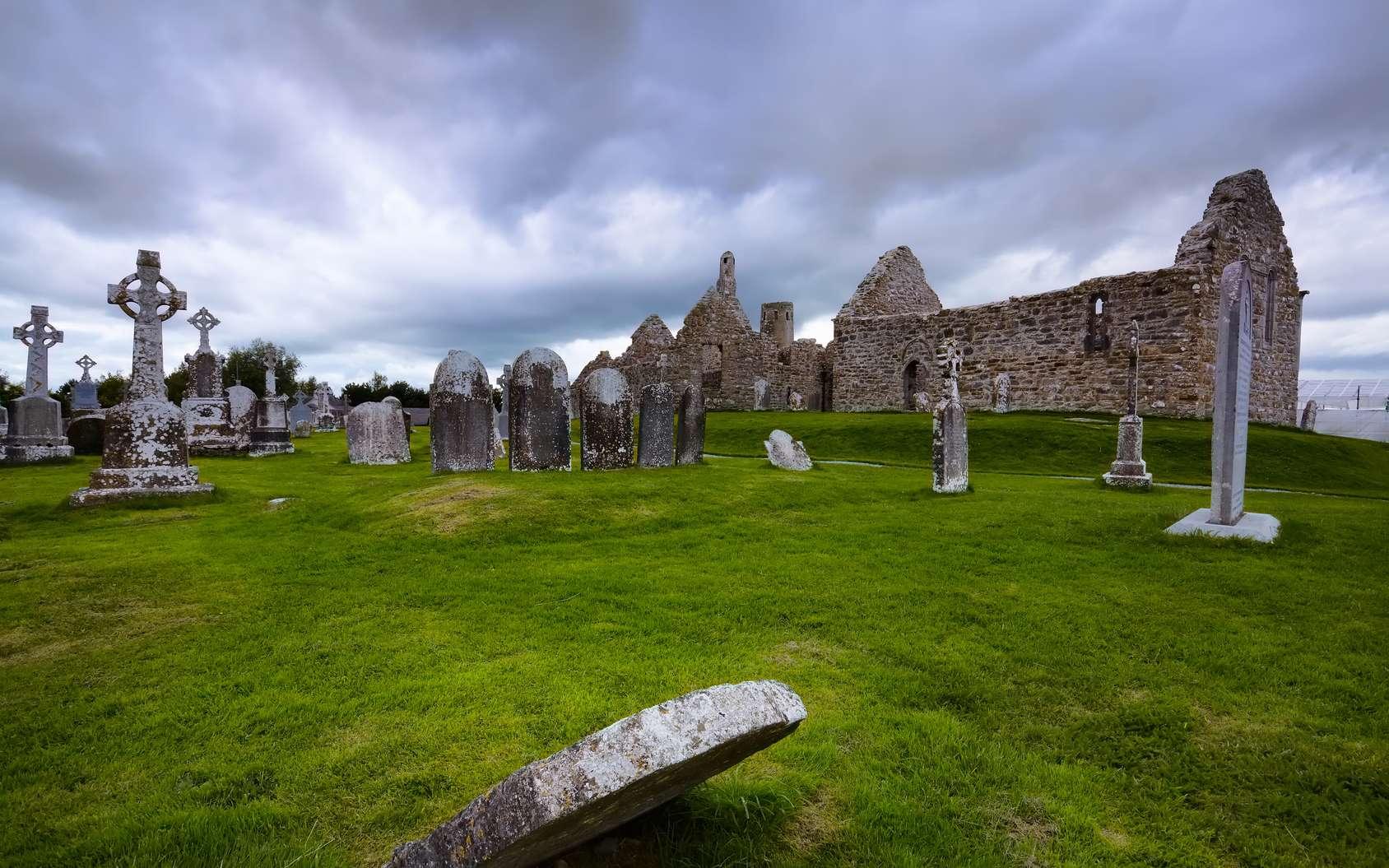 Qui sont les Celtes ? quand sont-ils arrivés en Gaule ? Ici, le monastère de Clonmacnoise, dans le comté d'Offaly, en Irlande. © walshphotos, Fotolia