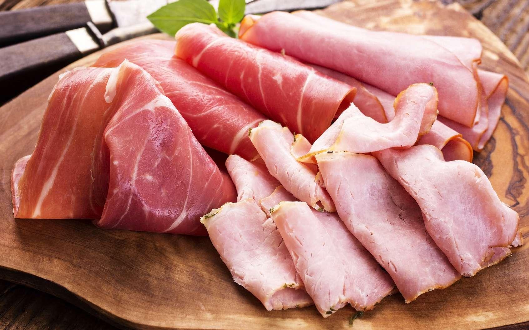 Le jambon cru est deux fois plus calorique et gras que le jambon cuit. © HLPhoto, Fotolia