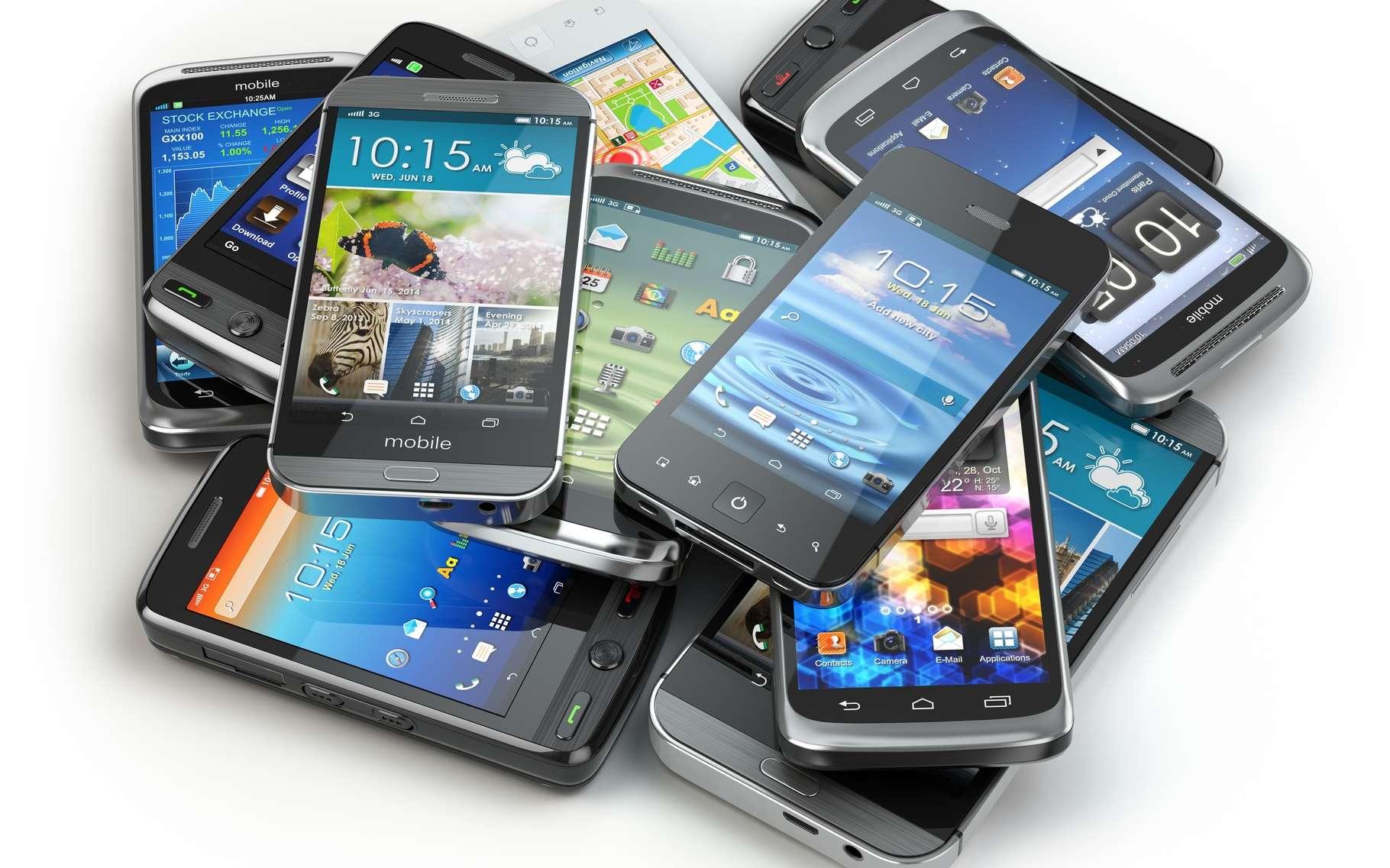 D'abord outil professionnel un peu austère, le smartphone est devenu un produit grand public phare, notamment sous l'impulsion de l'iPhone et de son écran tactile. © Maxx-Studio, Shutterstock