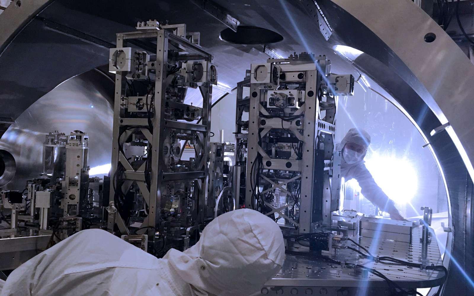 Une vue de l'intérieur du détecteur d'ondes gravitationnelles Ligo aux États-Unis. © LIGOCaltech, MIT, Jeff Kissel