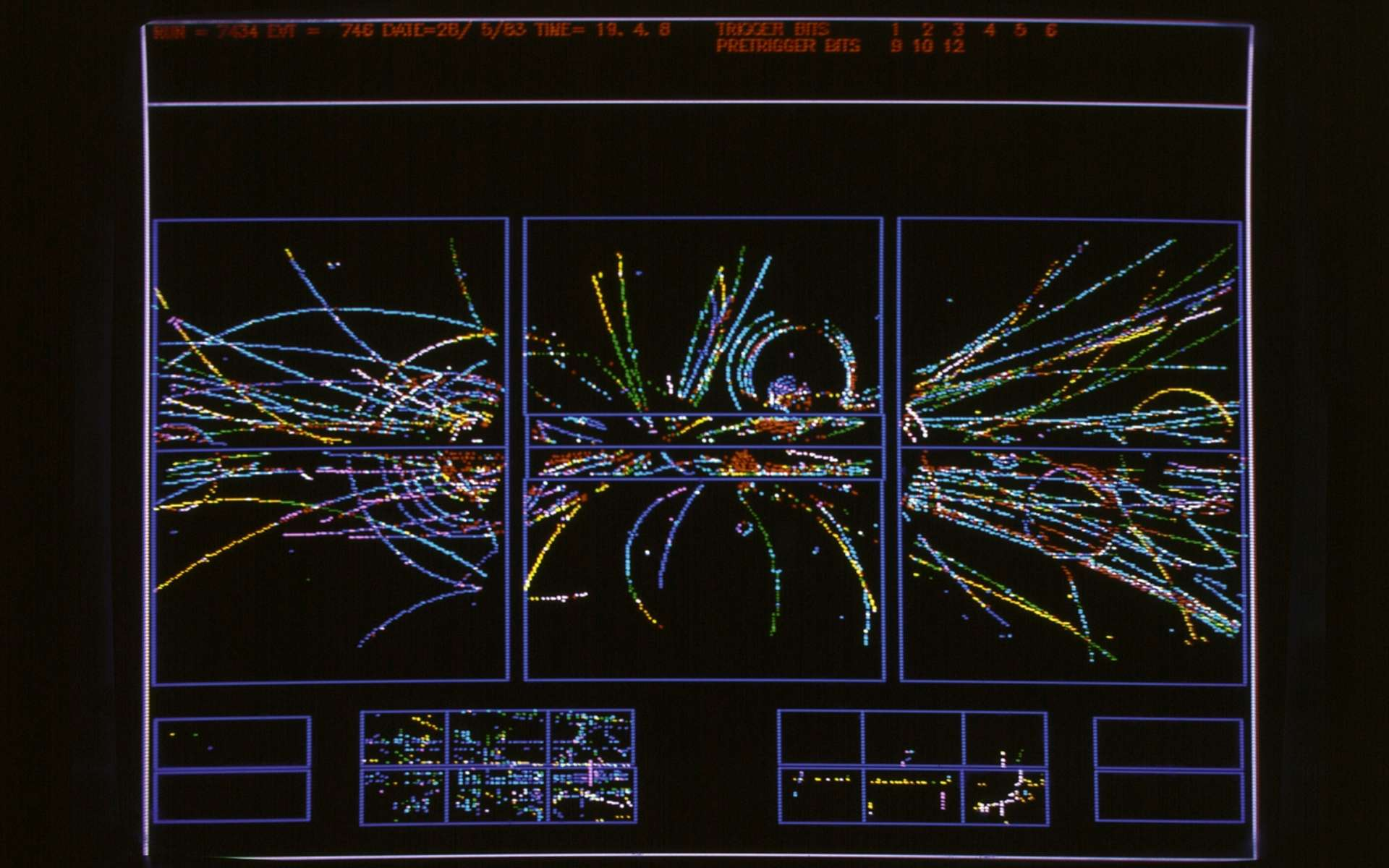 Les particules produites par des collisions de protons et d'antiprotons dans le détecteur UA1 au Cern en 1983 étaient étudiées avec des ordinateurs. On voit ici certaines des trajectoires de ces particules reproduites sur un écran par ces ordinateurs. © Cern