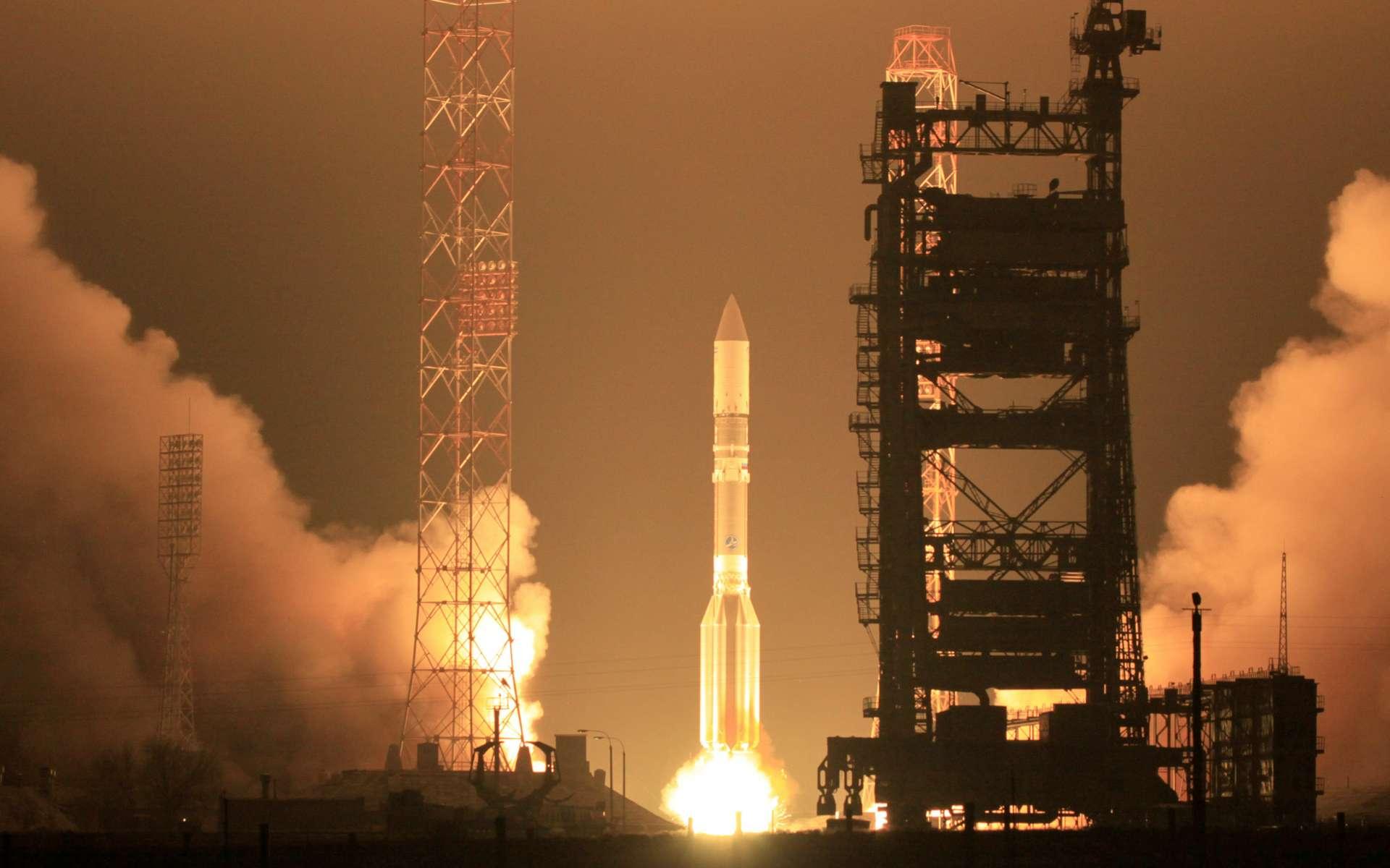 Décollage, samedi 8 décembre à 17 h 13 heure locale, du lanceur Proton du cosmodrome de Baïkonour. Plus tard, les responsables de la mission s'apercevront que le satellite a été placé sur une orbite trop basse. © International Launch Services