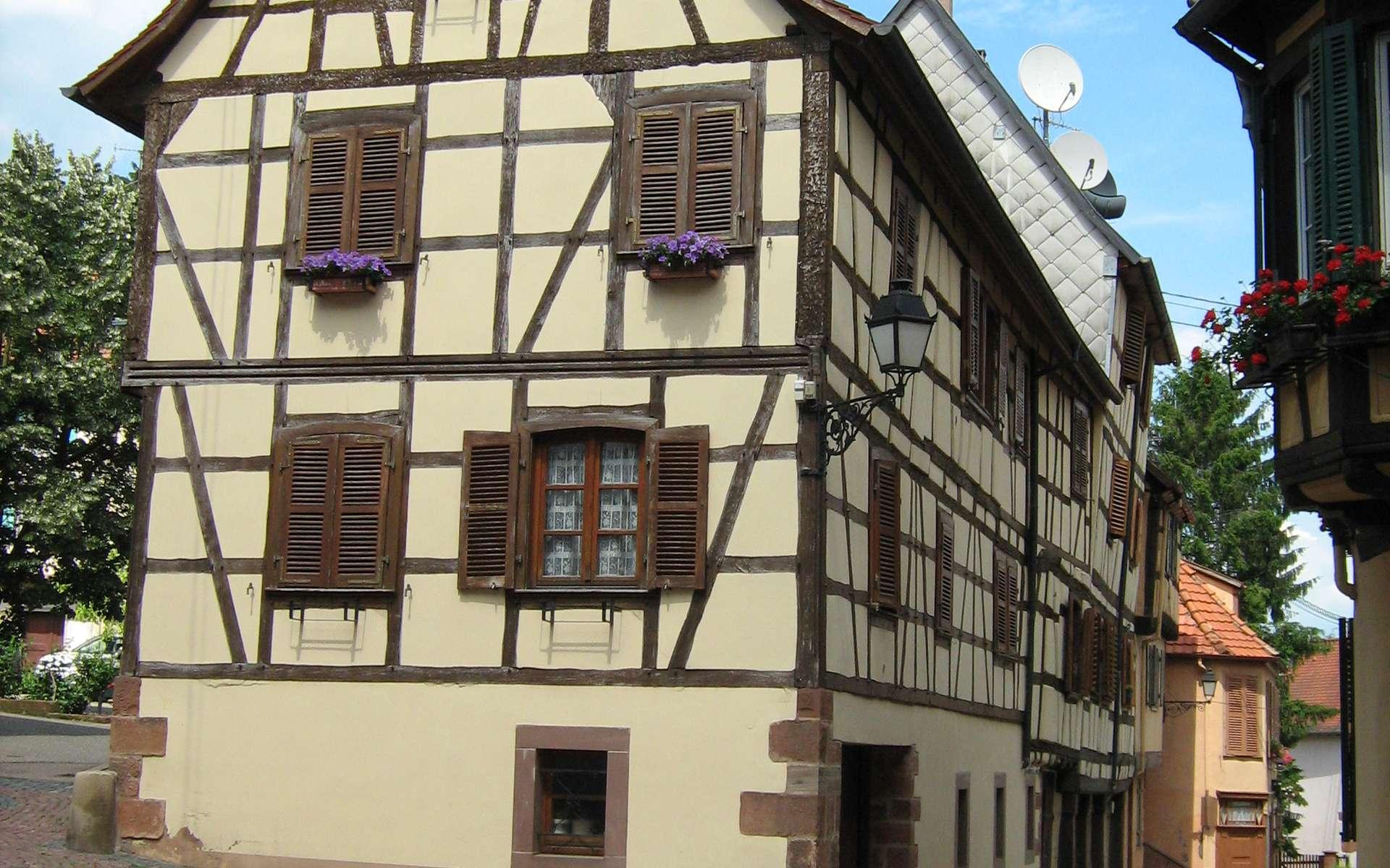 Les murs de pignon désignent actuellement les murs extérieurs (façade principale non comprise). © Buchsweiler, CC BY-SA 3.0, Wikimedia Commons
