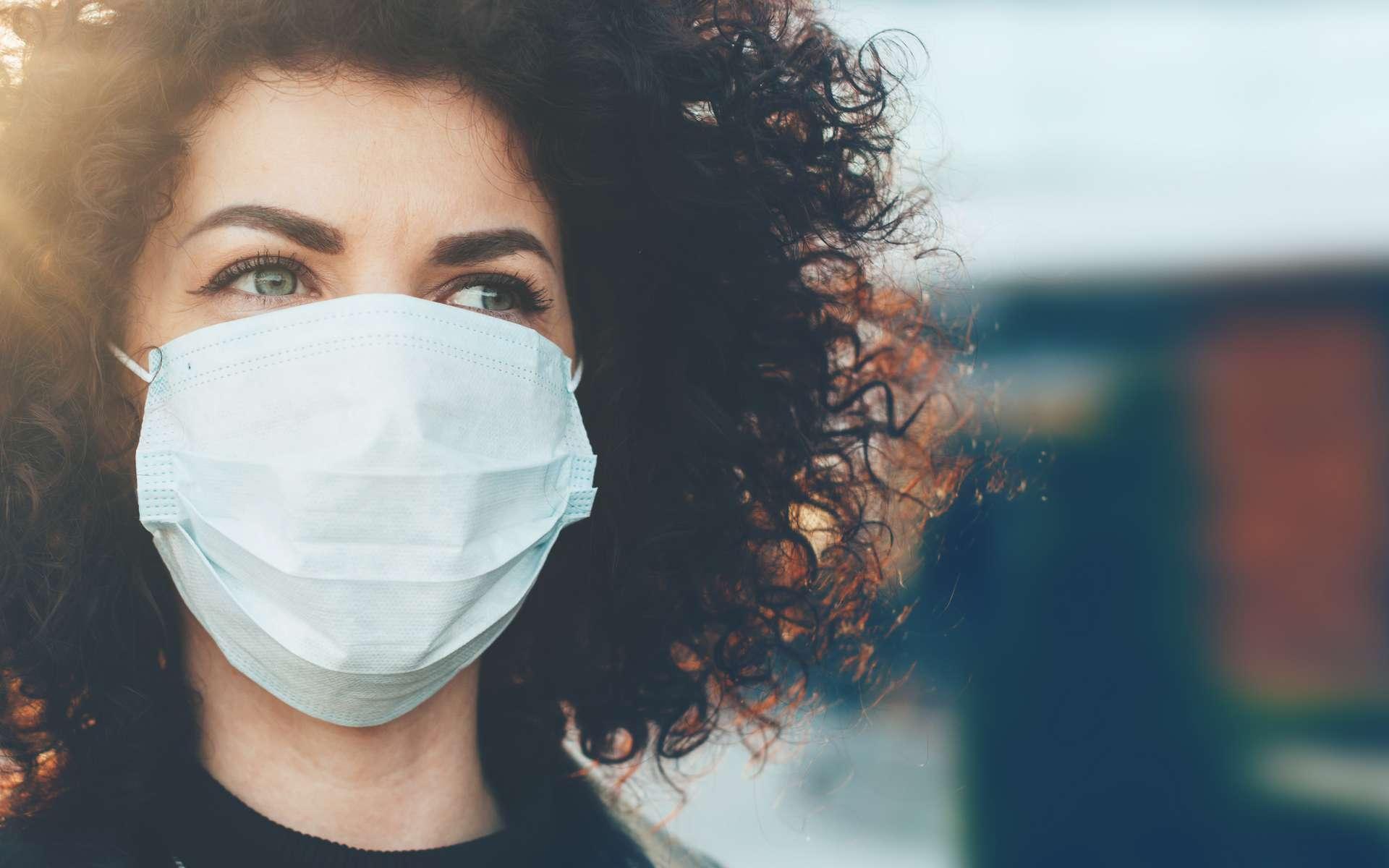 Le port du masque augmente t-il la fréquence des maux de têtes ? © Strelciuc, Adobe Stock