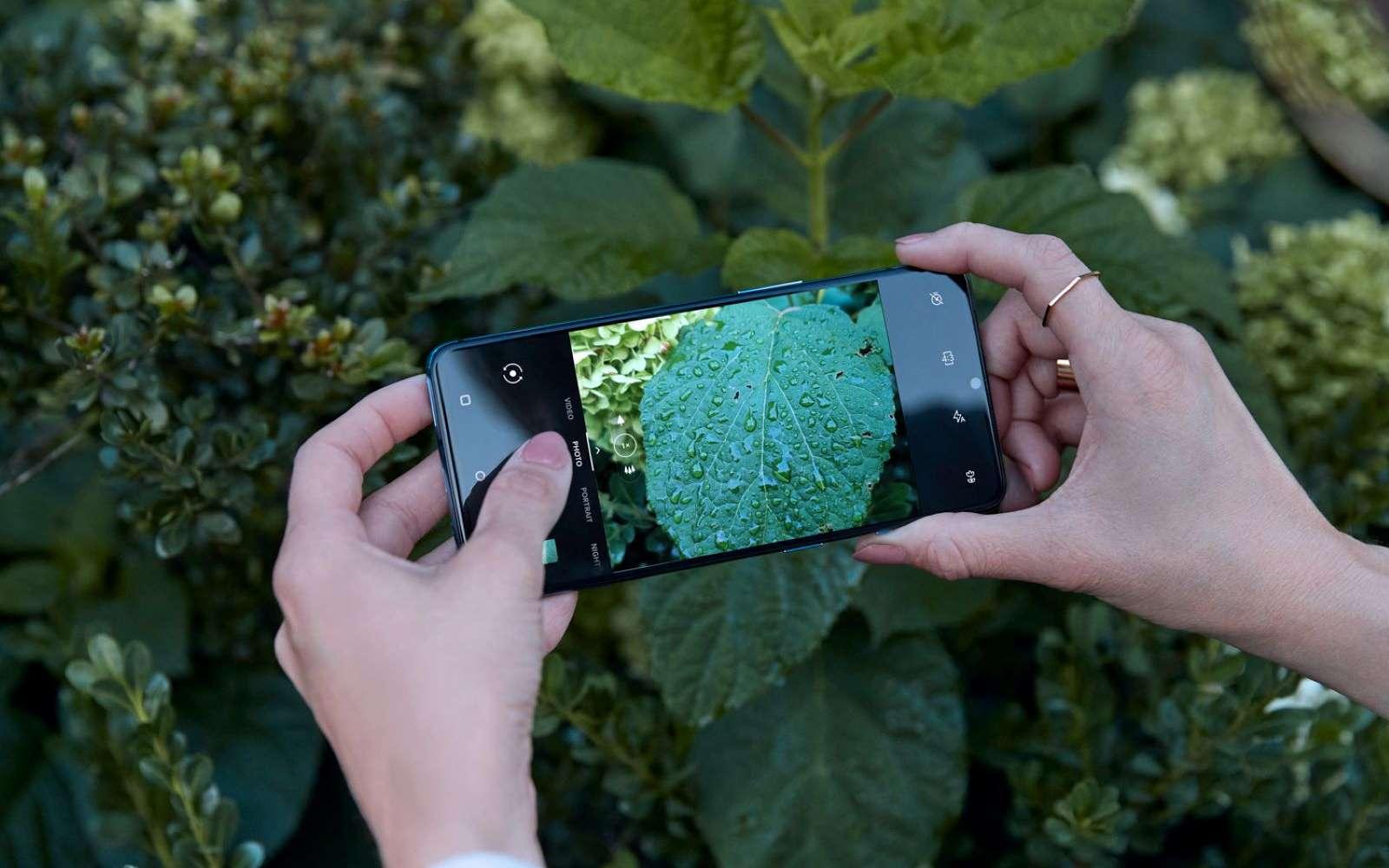 Le OnePlus 7T fait partie des smartphones qui intègrent cette intelligence artificielle. © OnePlus