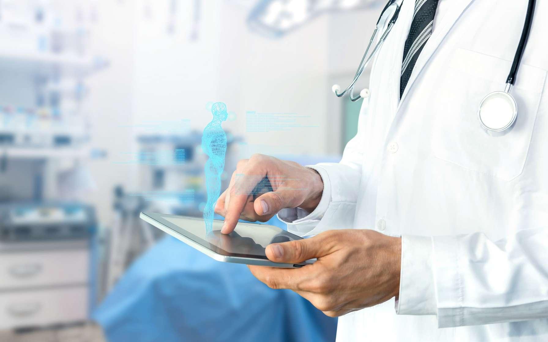 Un médecin se servant des nouvelles technologies. © zapp2photos, Fotolia