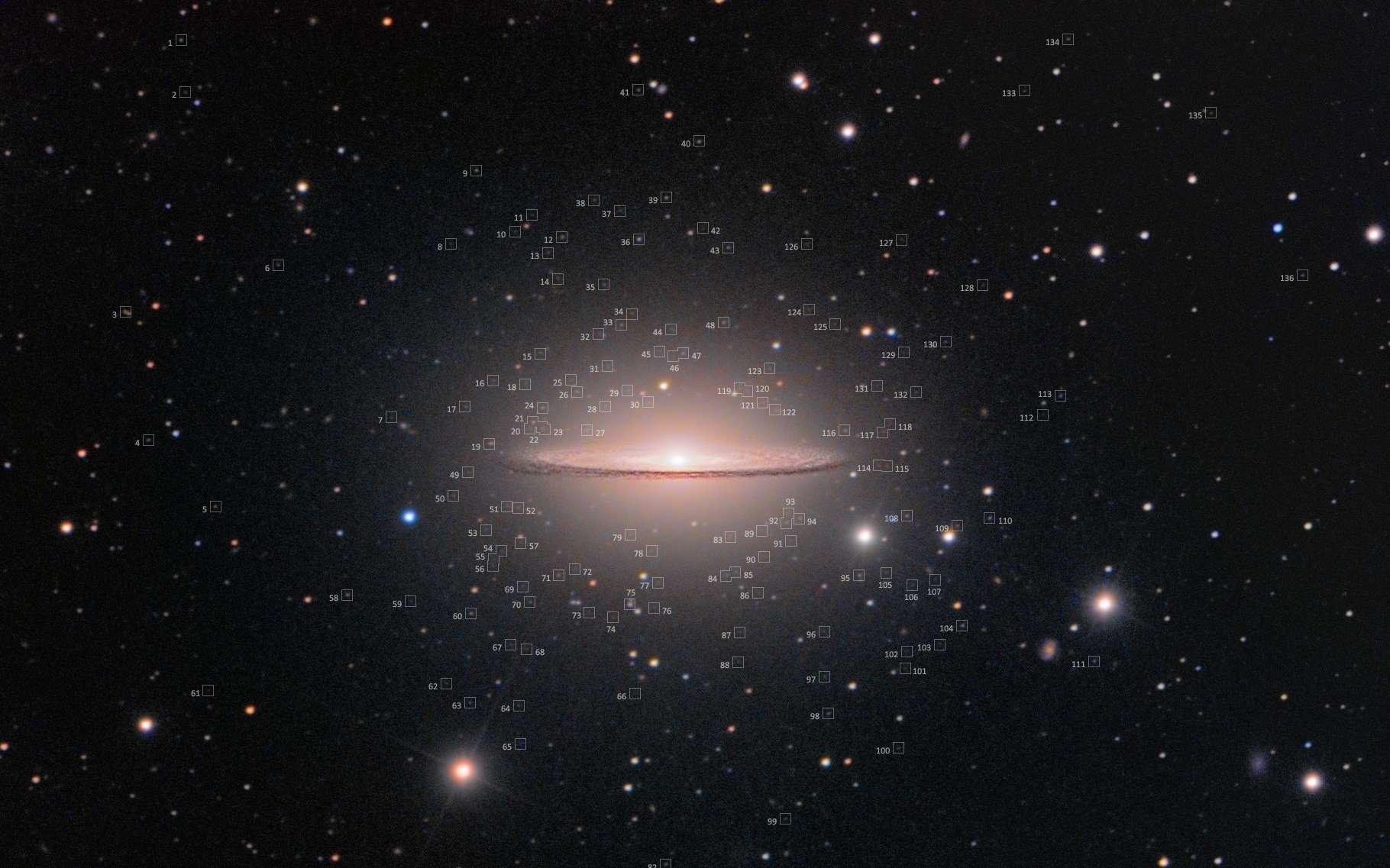 Essaim d'amas globulaires autour de Messier 104, la galaxie du Sombrero. © Rolf Wahl Olsen