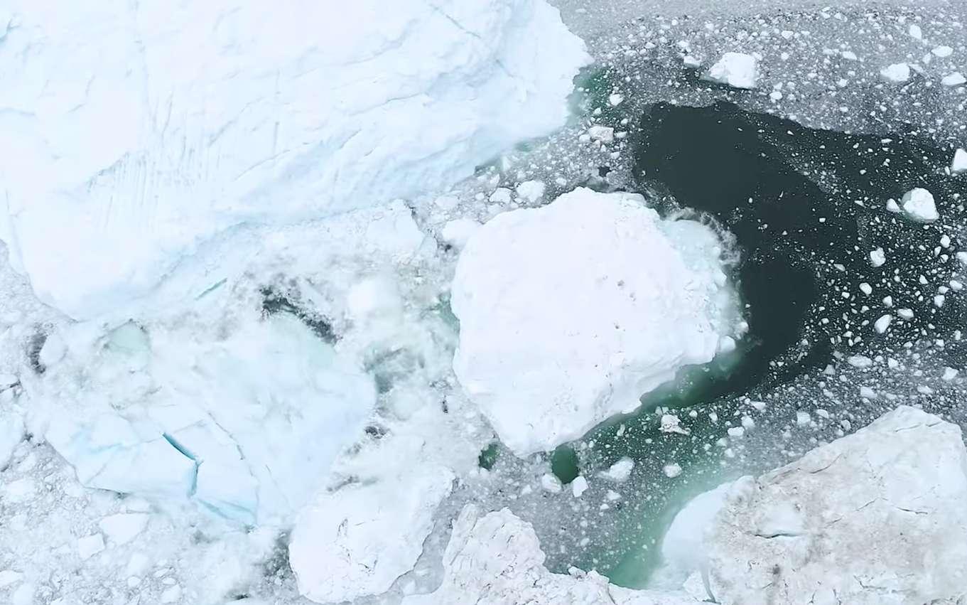 Vue aérienne de glace flottante. © Florian Ledoux