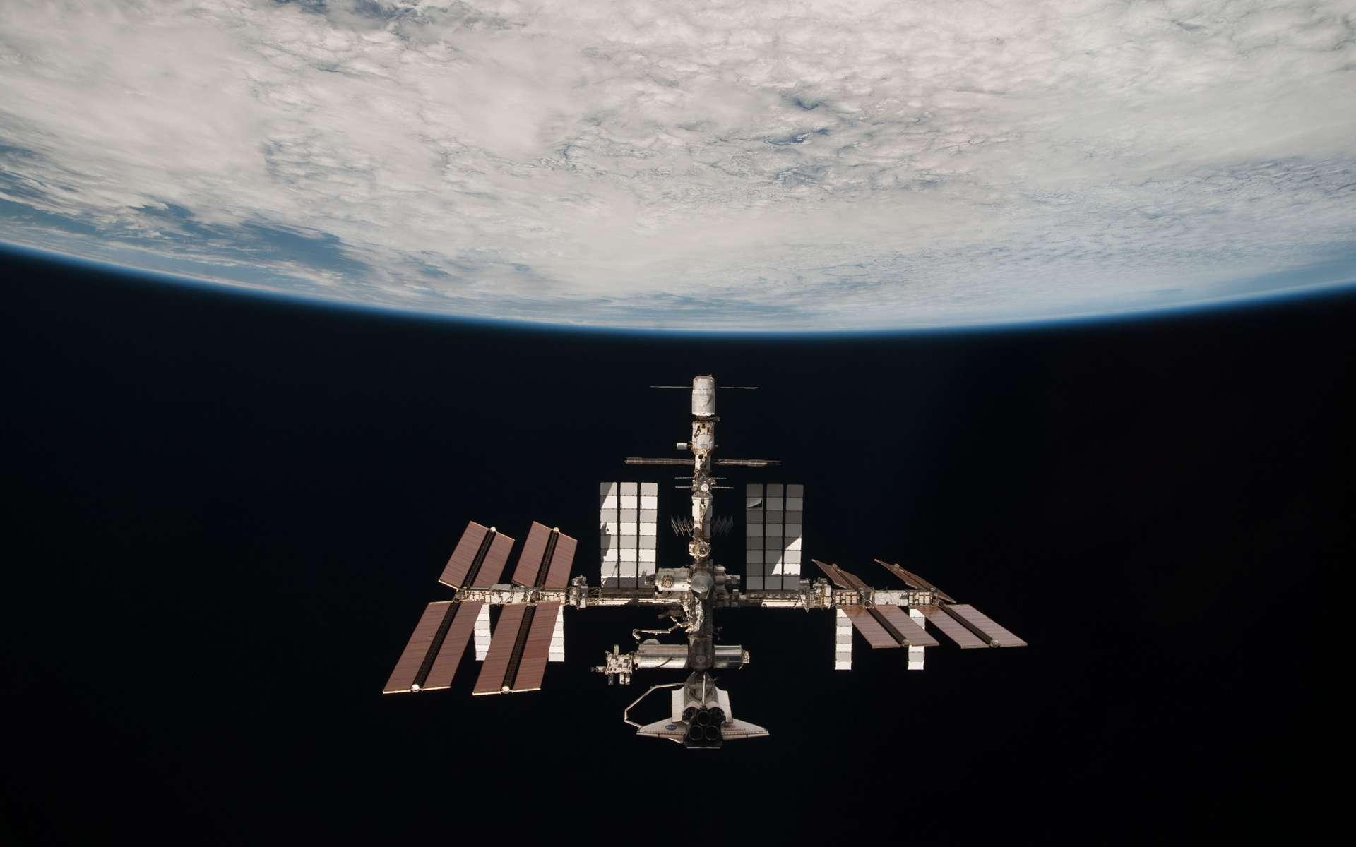 À partir de 2015, des missions d'au moins une année seront planifiées à bord de la Station. L'idée est de se préparer aux futures missions dans l'espace lointain en étudiant, entre autres, la façon dont le corps humain réagit à une longue exposition à la microgravité. © Nasa
