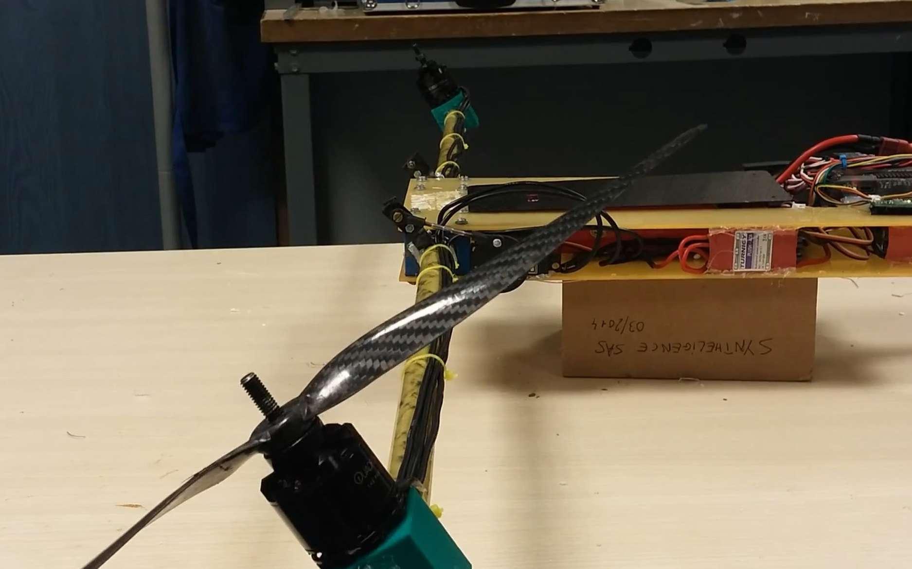 Un des trois rotors basculants du Dronad'Air. Grâce à eux, l'engin peut voler comme un hélicoptère pour les décollages et les atterrissages ou bien avec des ailes, comme un avion. Le prototype actuel, très abouti, est devenu fonctionnel. © Epitech