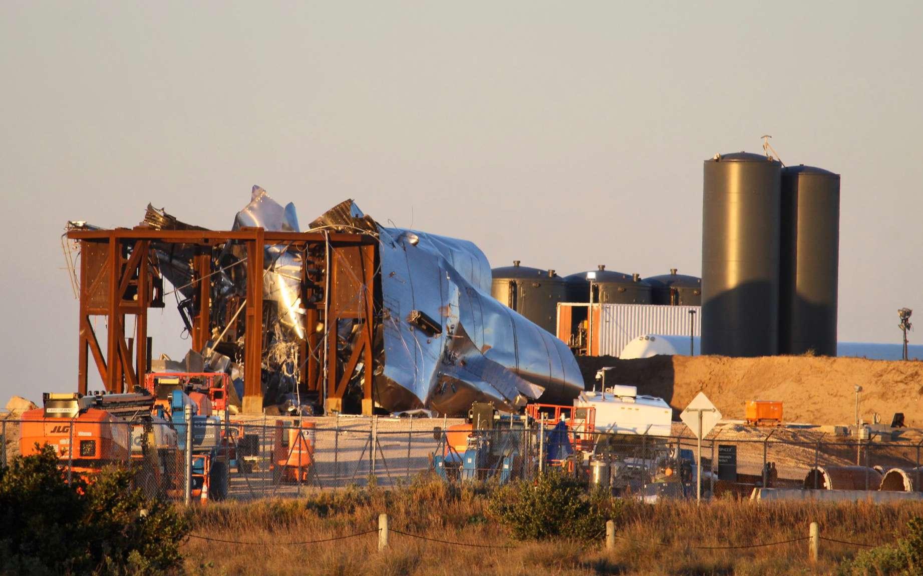 Explosion du prototype SN1 du Starship de SpaceX lors d'un test de pression (29 février 2020) sur le site de Boca Chica. © South Padre Island (http://spadre.com)