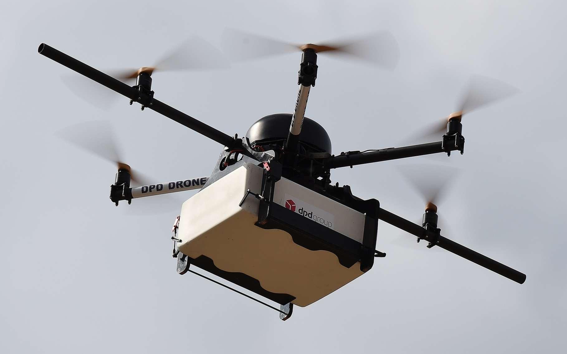 Le drone livreur de La Poste a été développé par l'entreprise varoise Atechsys. ©AFP Photo, Boris Horvat