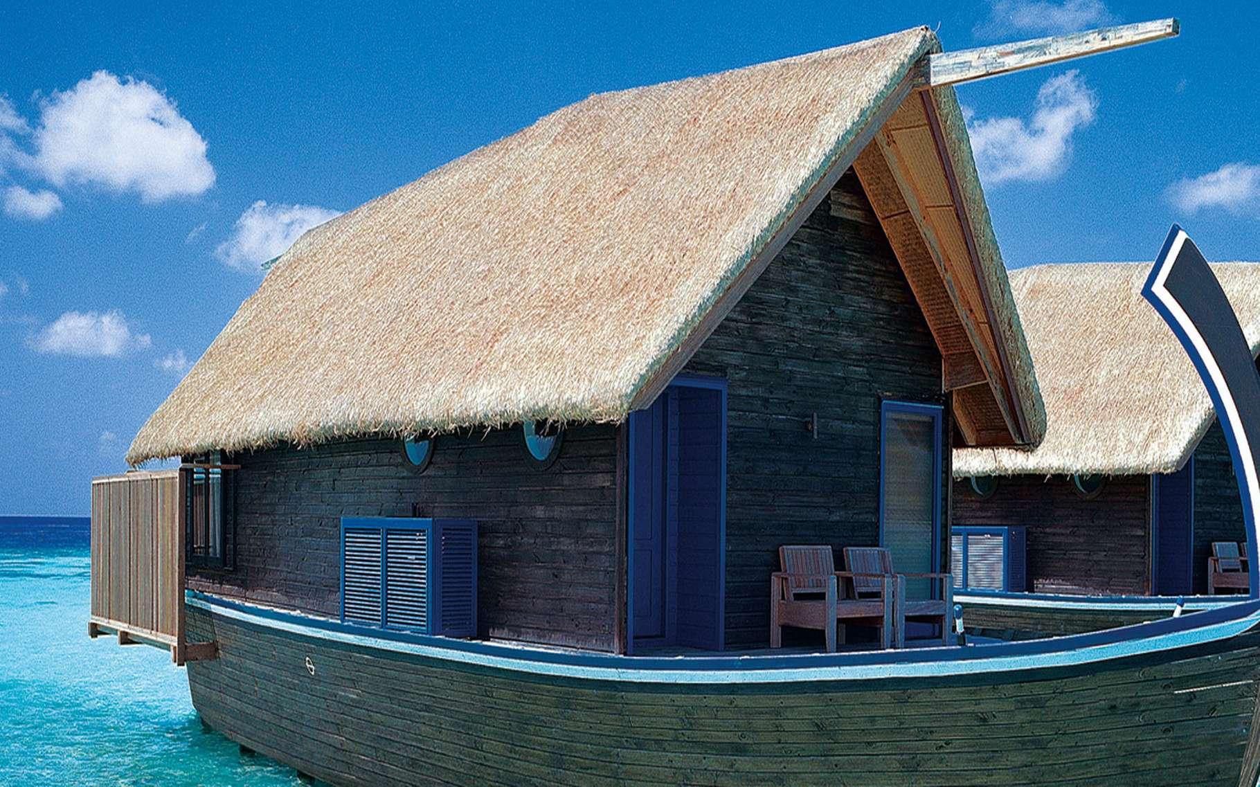 Les villas Dhoni aux Maldives. Situées à quelques centaines de kilomètres de l'Inde, les nombreuses îles des Maldives offrent des paysages et des fonds marins exceptionnels. Le tourisme est aujourd'hui une des principales activités de ce pays. De nombreuses villas de rêve y ont été construites, pour le plus grand bonheur des touristes. Localisation : île de Cocoa (Maldives). © Chi King, Flickr, CC by 2.0