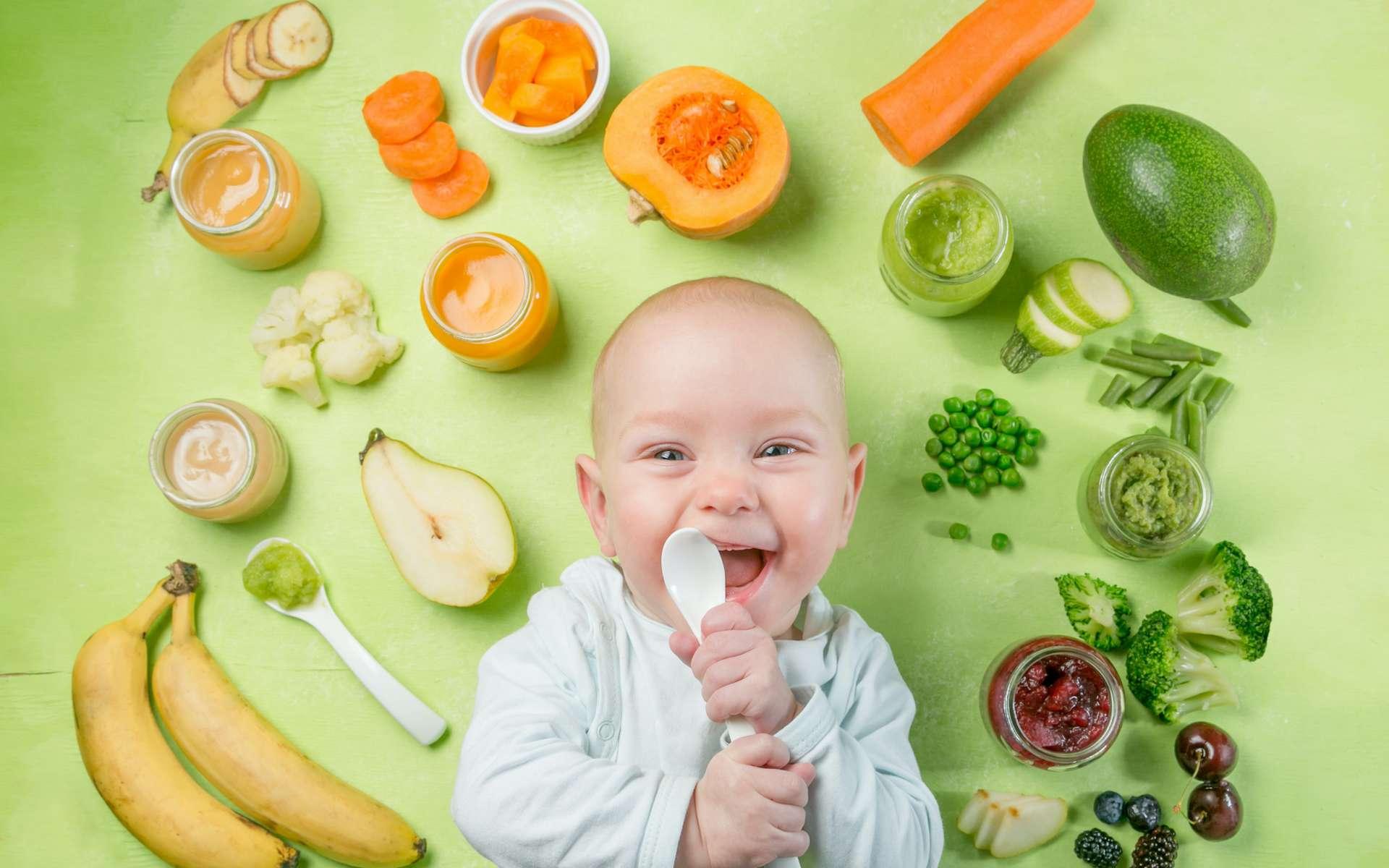 Alimentation du bébé : à quel âge introduire les aliments ? © anaumenko, Adobe Stock