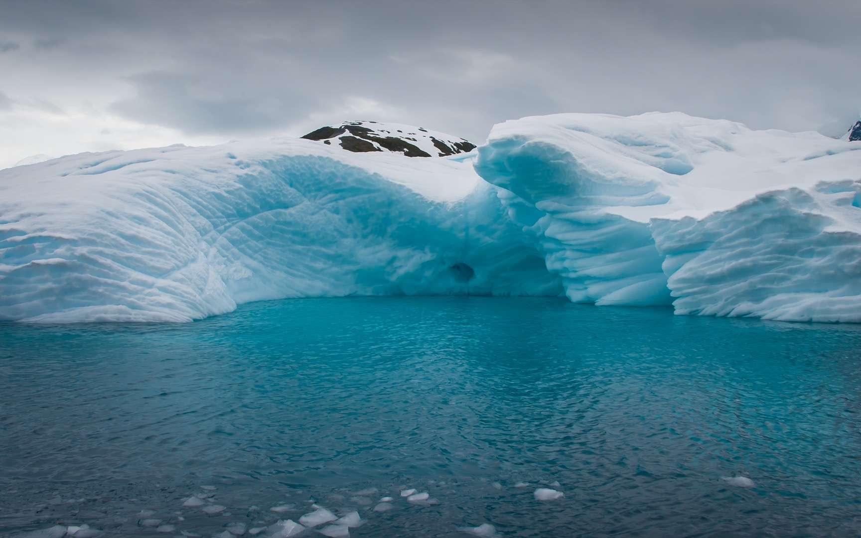 Le réchauffement menace de désintégration les soutiens des glaciers de l'Antarctique. © Asya M, Adobe Stock