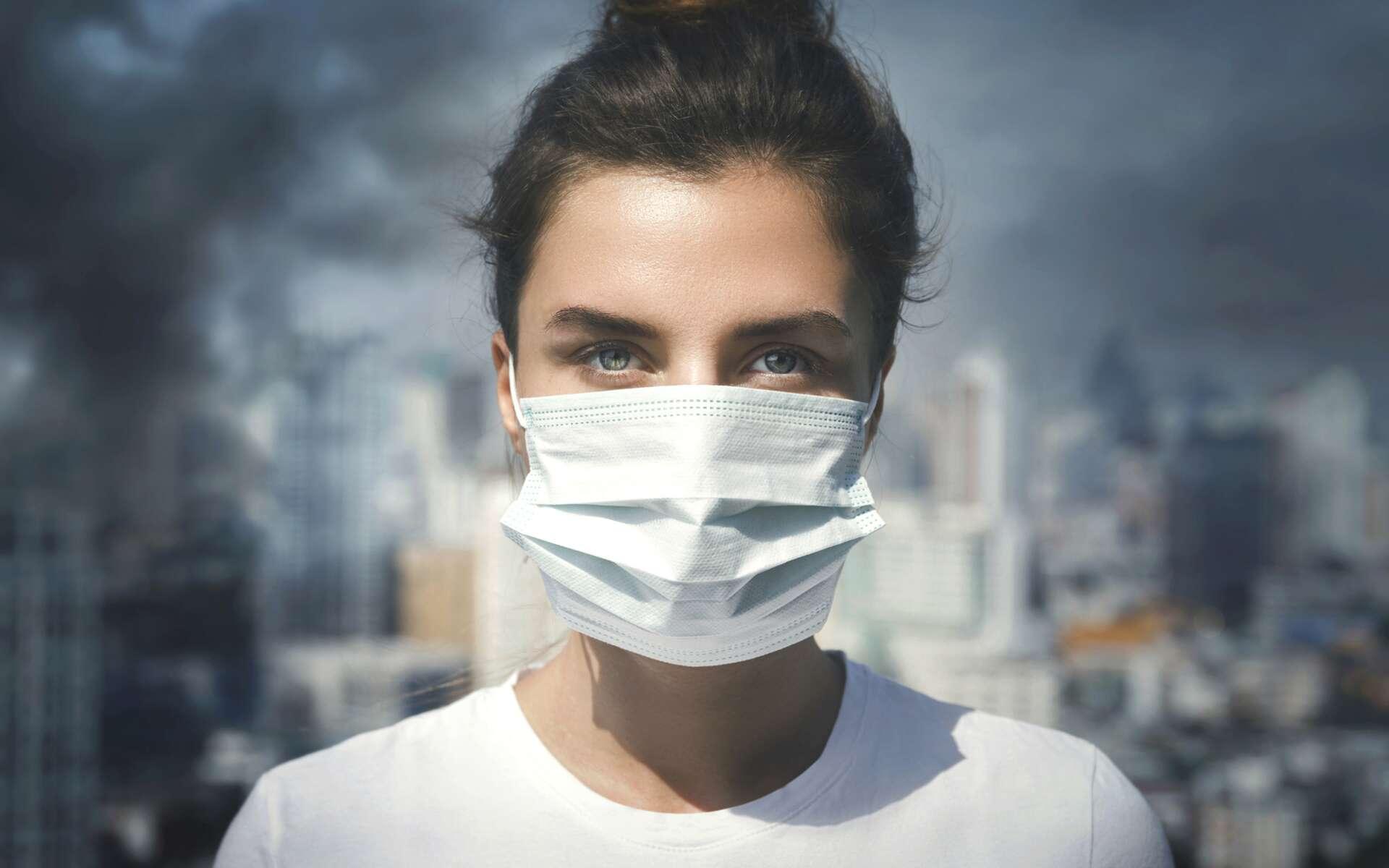 La circulation automobile est l'une des principales sources de pollution atmosphérique, avec les rejets des usines. © Julianna Nazarevska, IStock.com