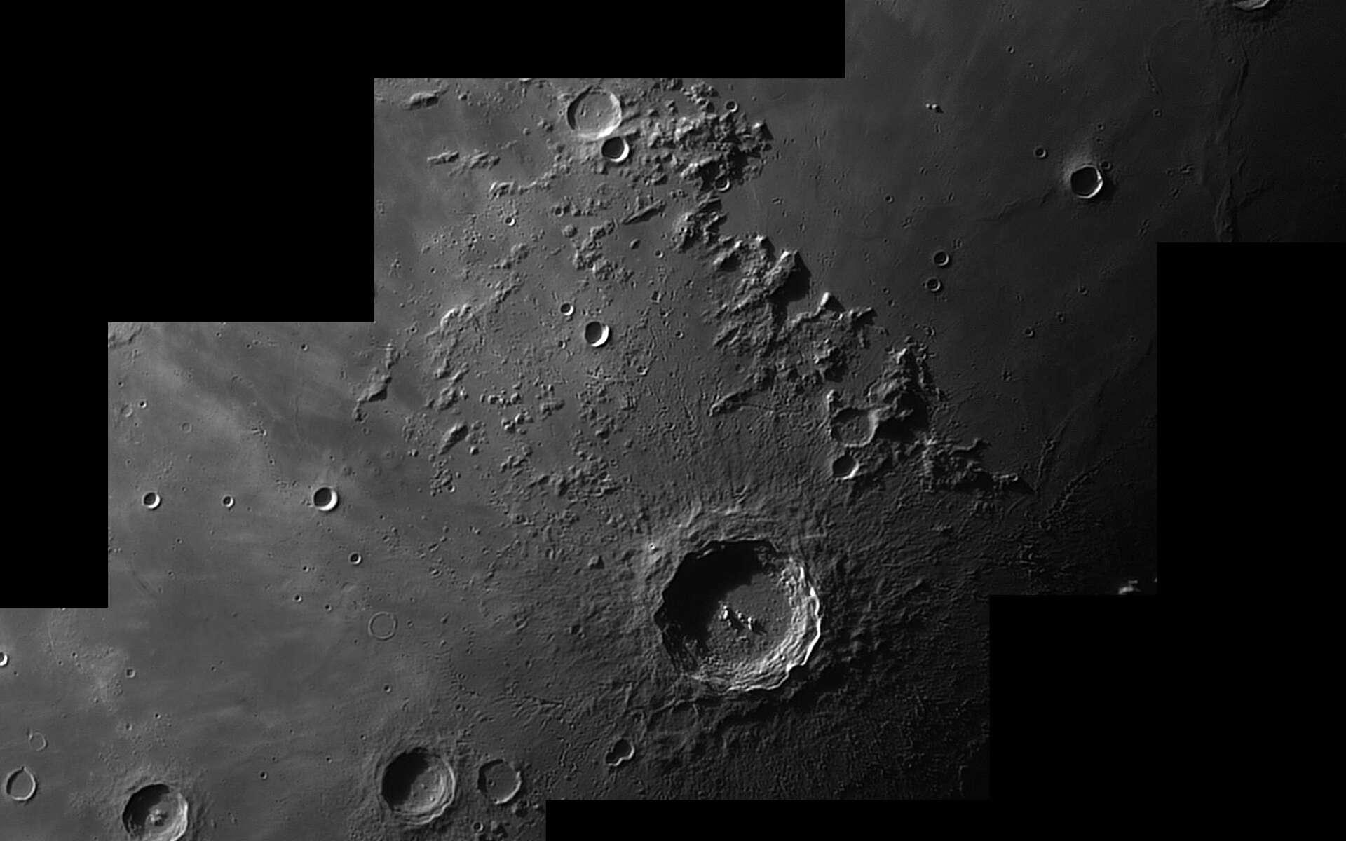 Copernic et ses alentours sont mis en valeur dans cette mosaïque réalisée avec un télescope de 20 centimètres de diamètre et une caméra ccd. © P. Renauld
