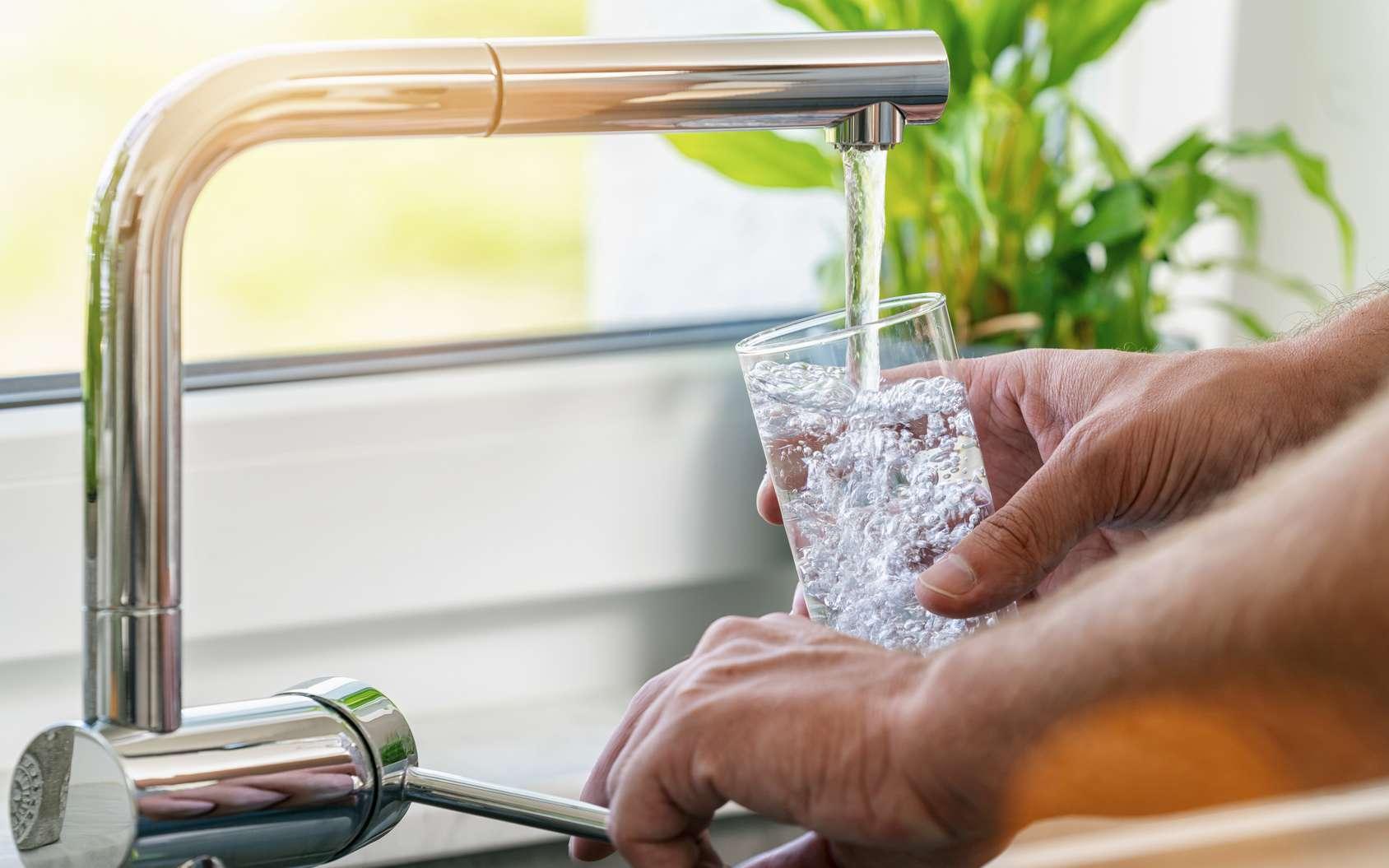 L'effet cocktail des molécules de l'eau du robinet respectant les normes toxicologiques pourrait s'avérer dangereux. © rcfotostock, Fotolia