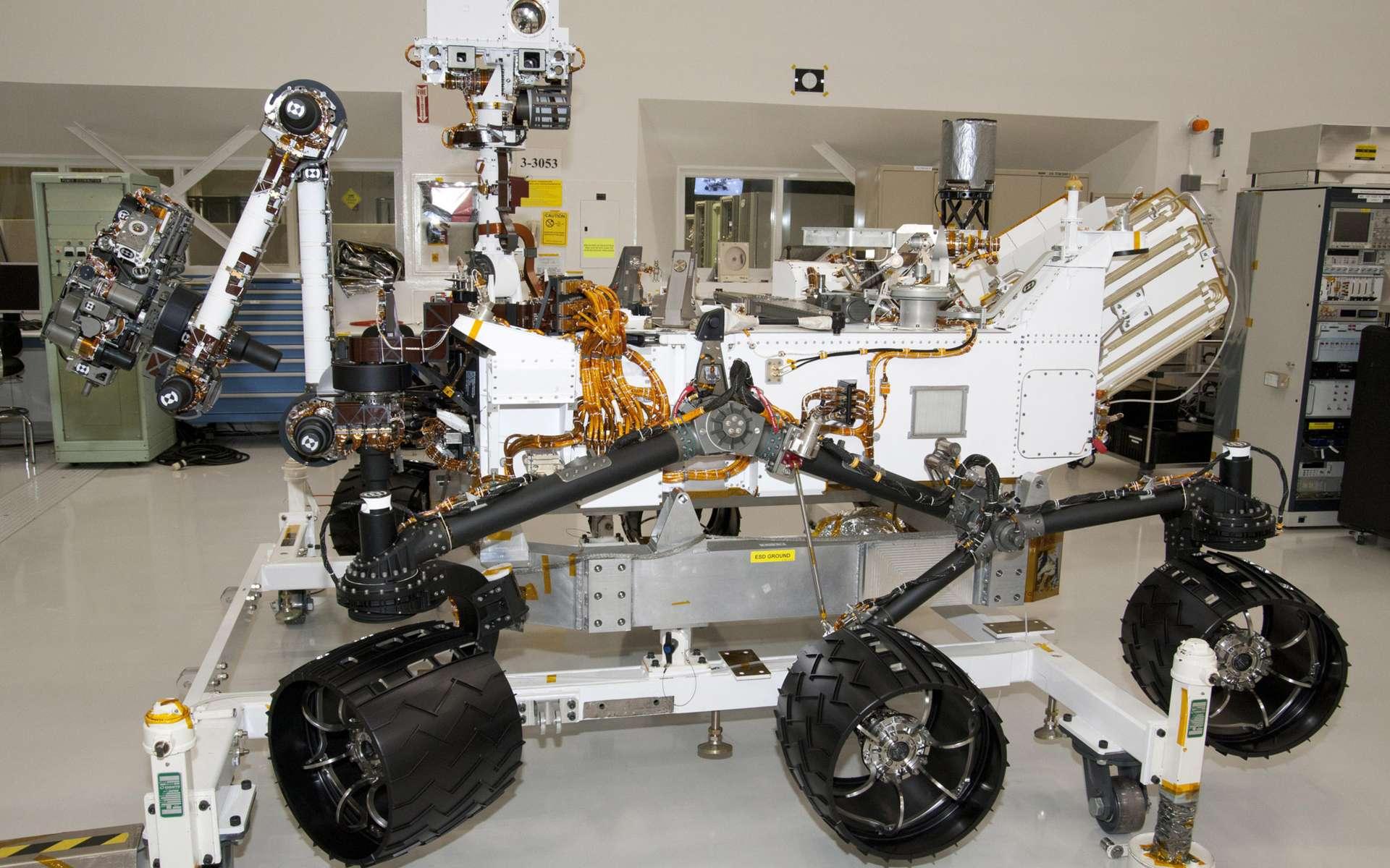 Ce rover est conçu pour fonctionner pendant au moins une année martienne (deux années terrestres). L'énergie sera fournie par un générateur à isotopes (RTG), de jour comme de nuit, été comme hiver (avril 2011). © Nasa/JPL-Caltech