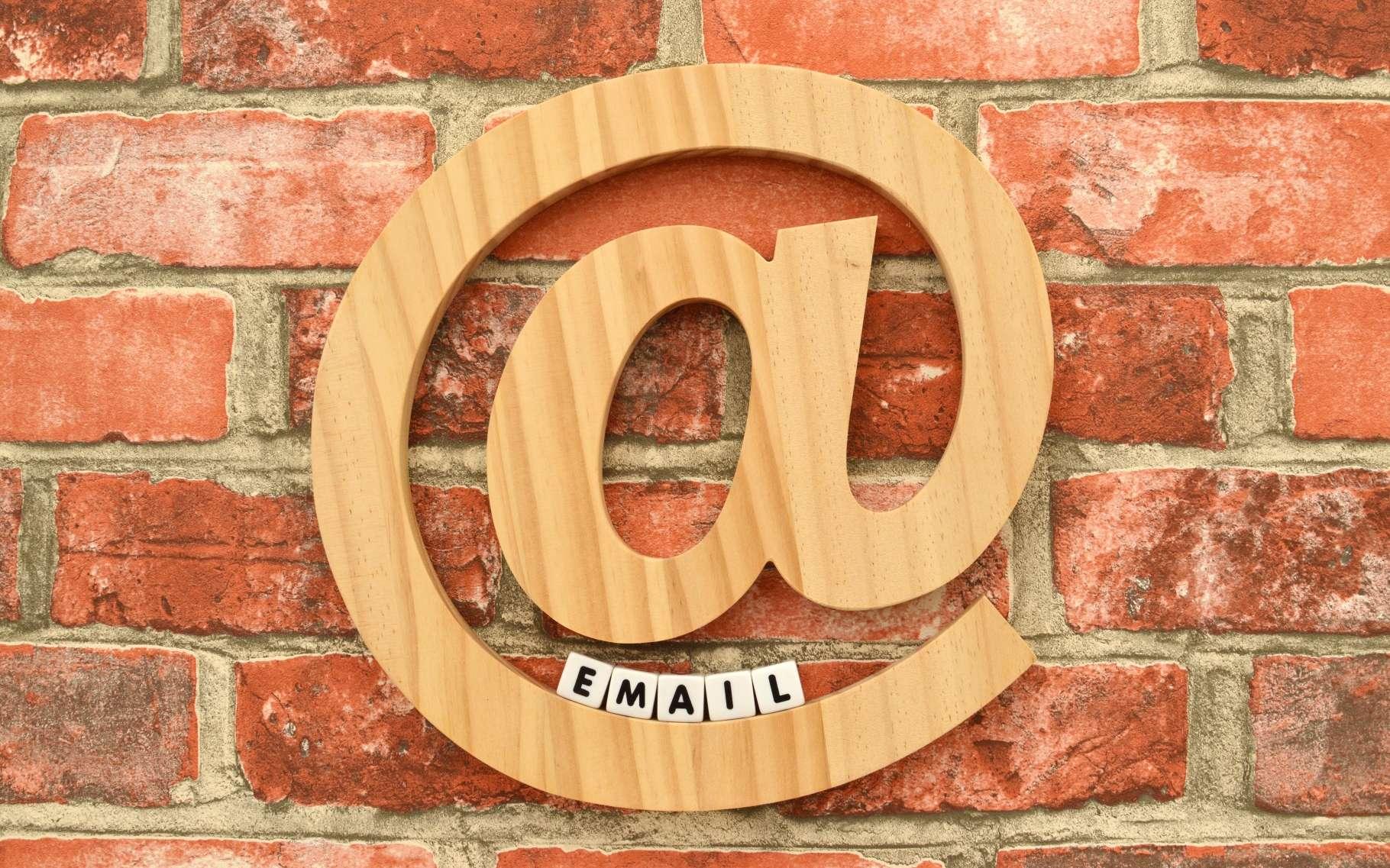 Le « a commercial », ou arobase, signifie « chez » et a été popularisé grâce à Ray Tomlinson, un informaticien en train d'inventer le courrier électronique, ou e-mail, un jour de 1971. © rSnapshotPhotos, Shutterstock