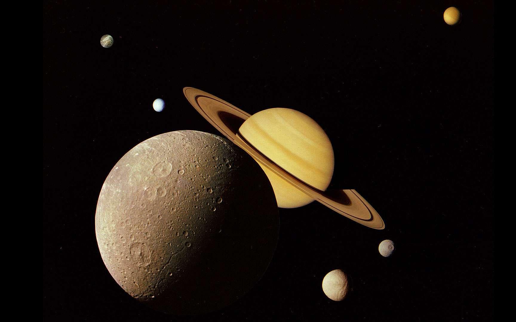 Dioné. Dioné est un des satellites de Saturne, sa taille dépasse 1000 km : http://saturn.jpl.nasa.gov/cgi-bin/gs2.cgi?path=../multimedia/images/large-moons/images/PIA06528.jpg&type=image http://sci.esa.int/science-e/www/object/index.cfm?fobjectid=35229&fbodylongid=1653